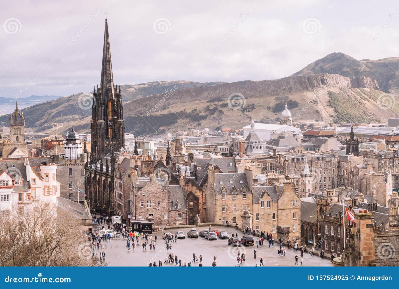 Arquitetura na cidade velha de Edimburgo Vistas do castelo de Edimburgo