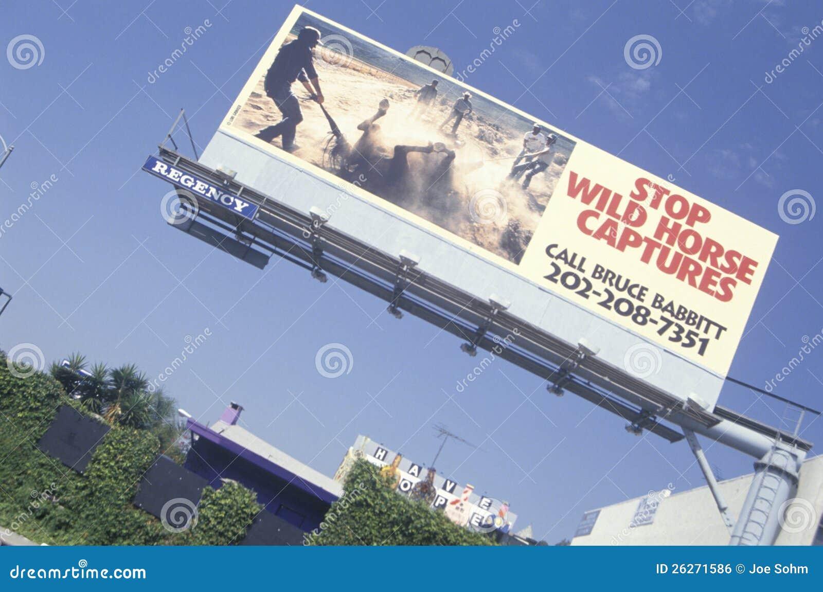 Arrêtez le signe de saisies de cheval sauvage