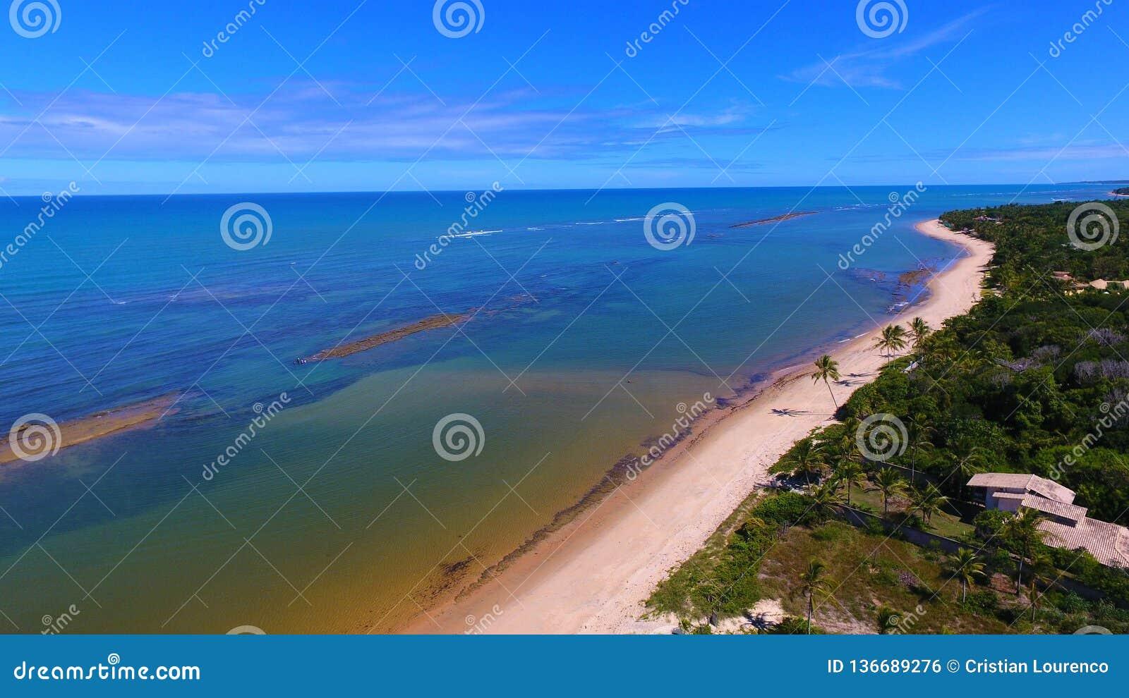 Arraial d 'Ajuda, Bahía, el Brasil: Vista de la playa hermosa