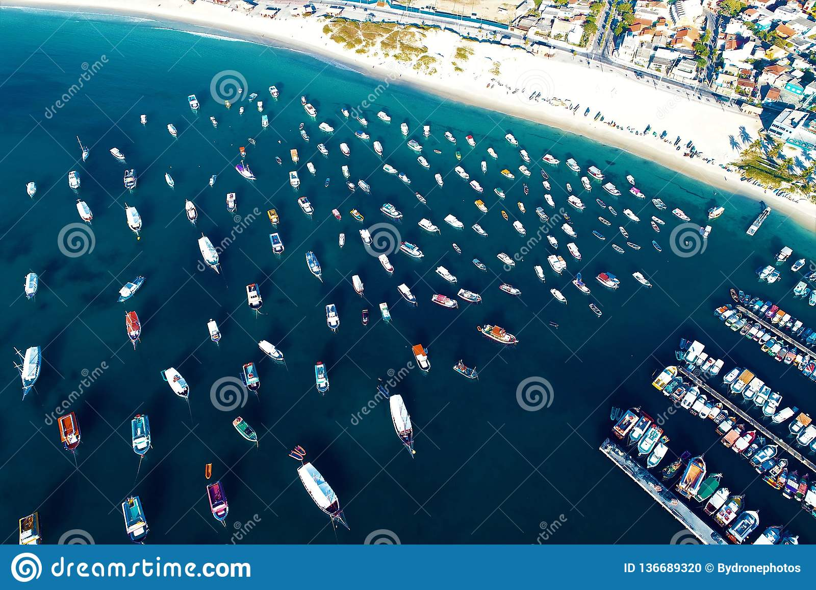 Arraial hace Cabo, el Brasil: Vista aérea de la playa de un Caribe brasileño