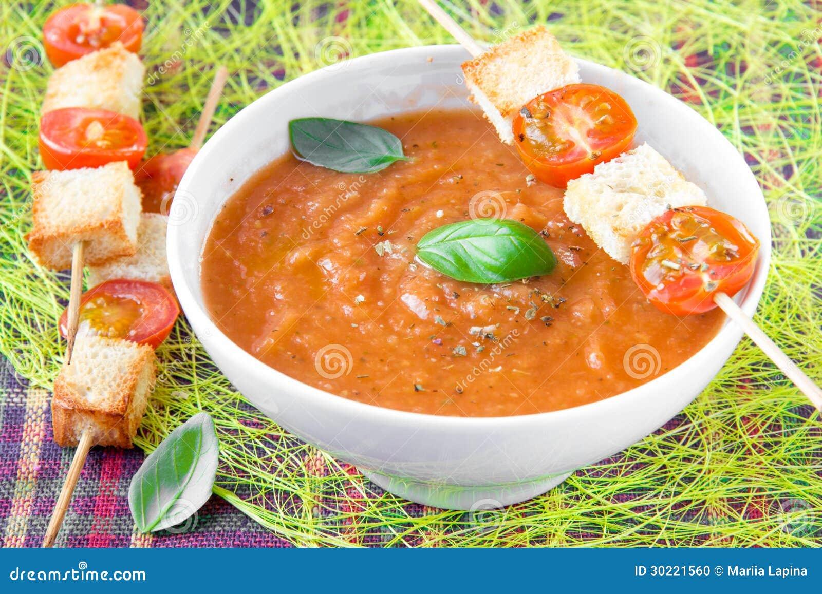 _vegetal poner crema sopa con tomate y tostada