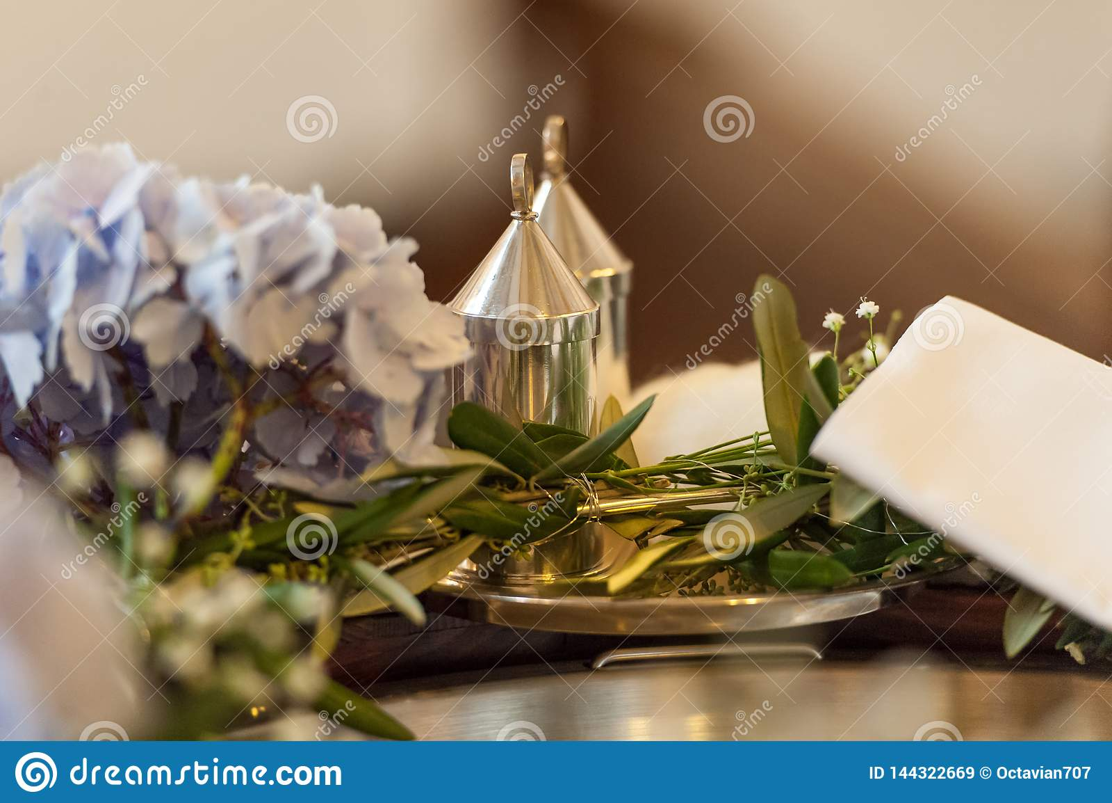 Arrangement d Accessoirs pour la cérémonie de mariage dans l église