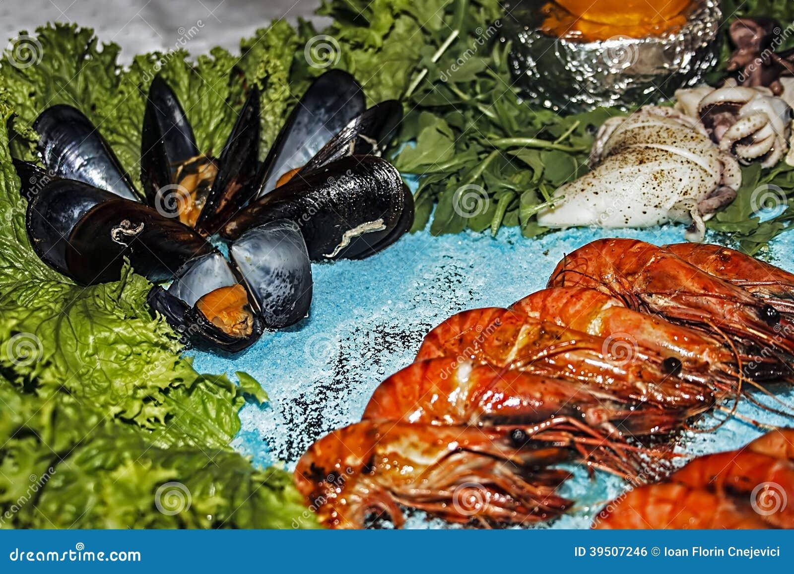 Arrangement of food 44