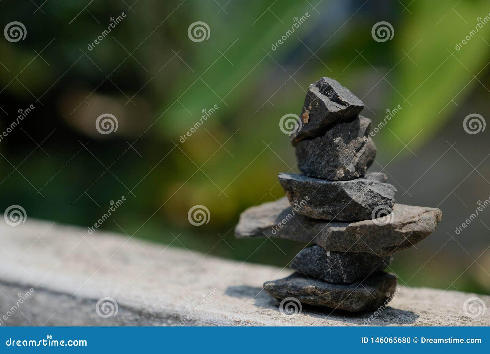 Arrangement of stones according to the Zen method