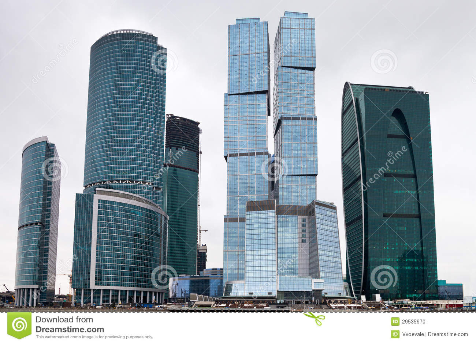 Arranha-céus do vidro do centro de negócios