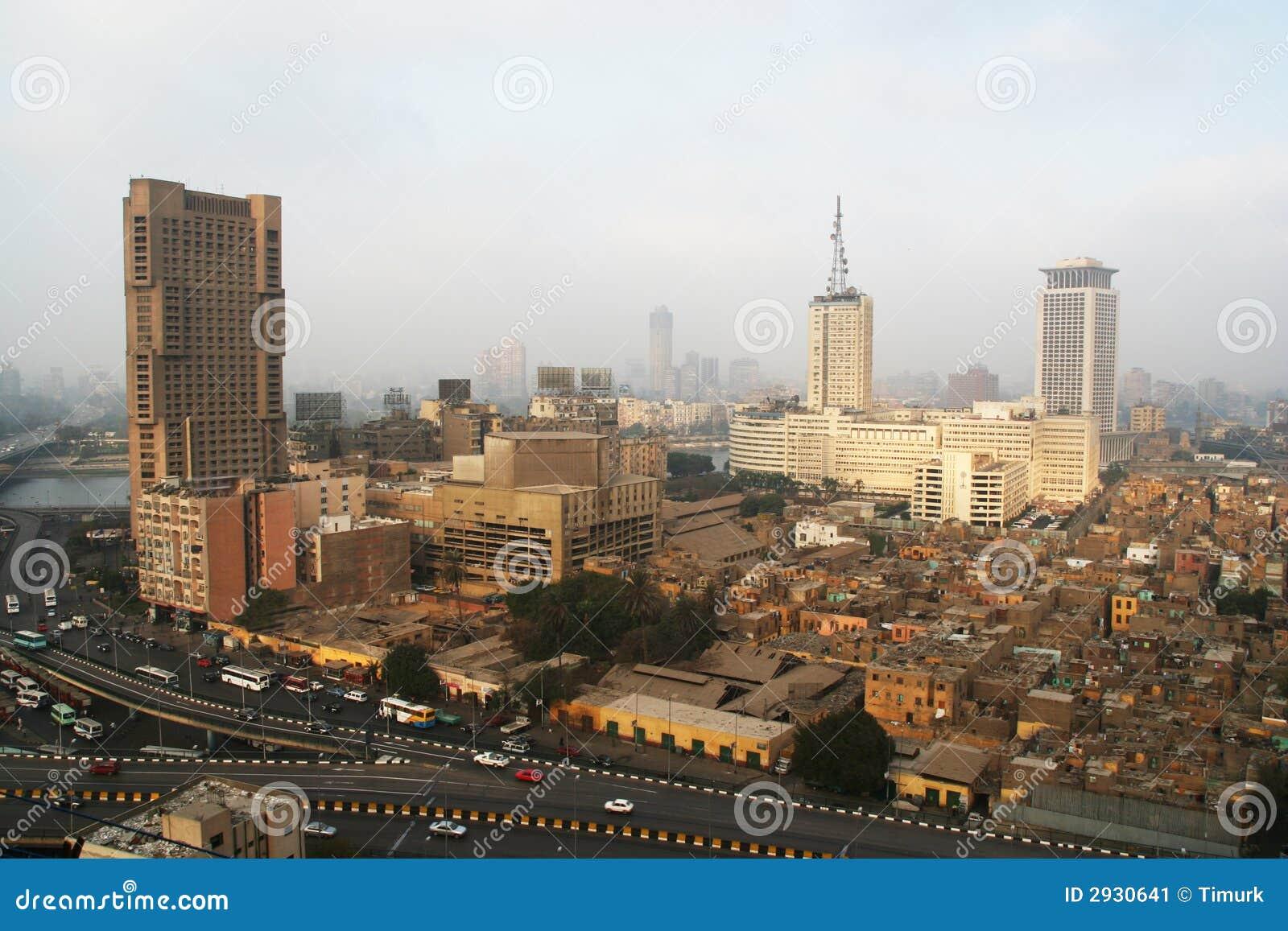 Arranha-céus e precários no Cairo
