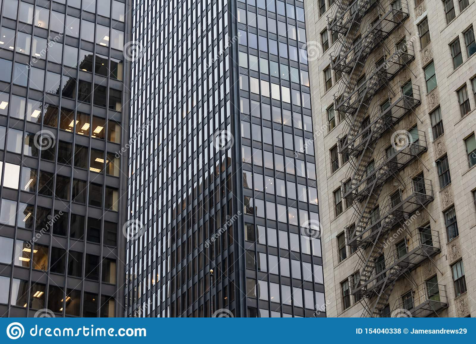 Arranha-céus modernos e velhos em Chicago