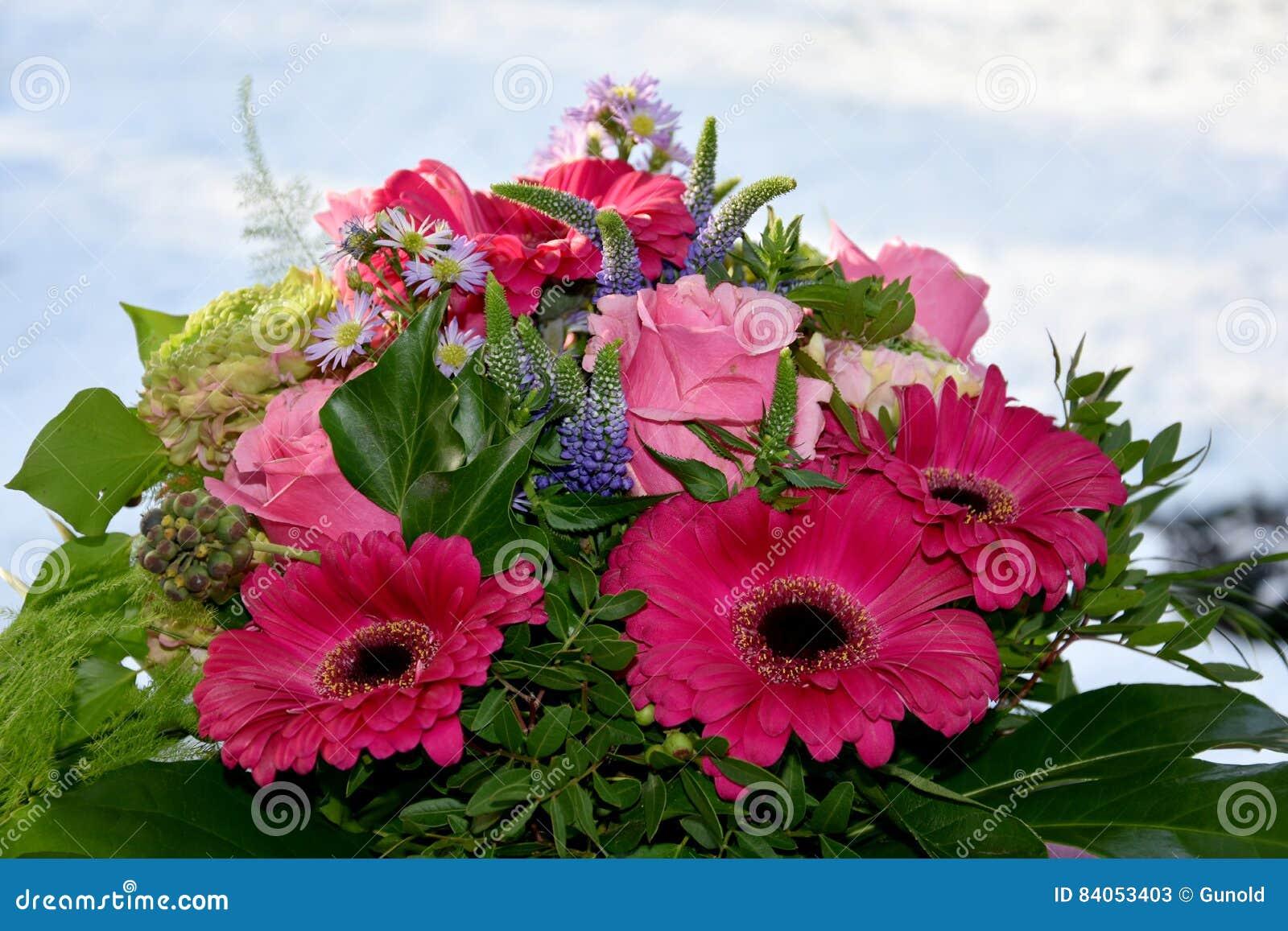 Arranjo de flores cor-de-rosa