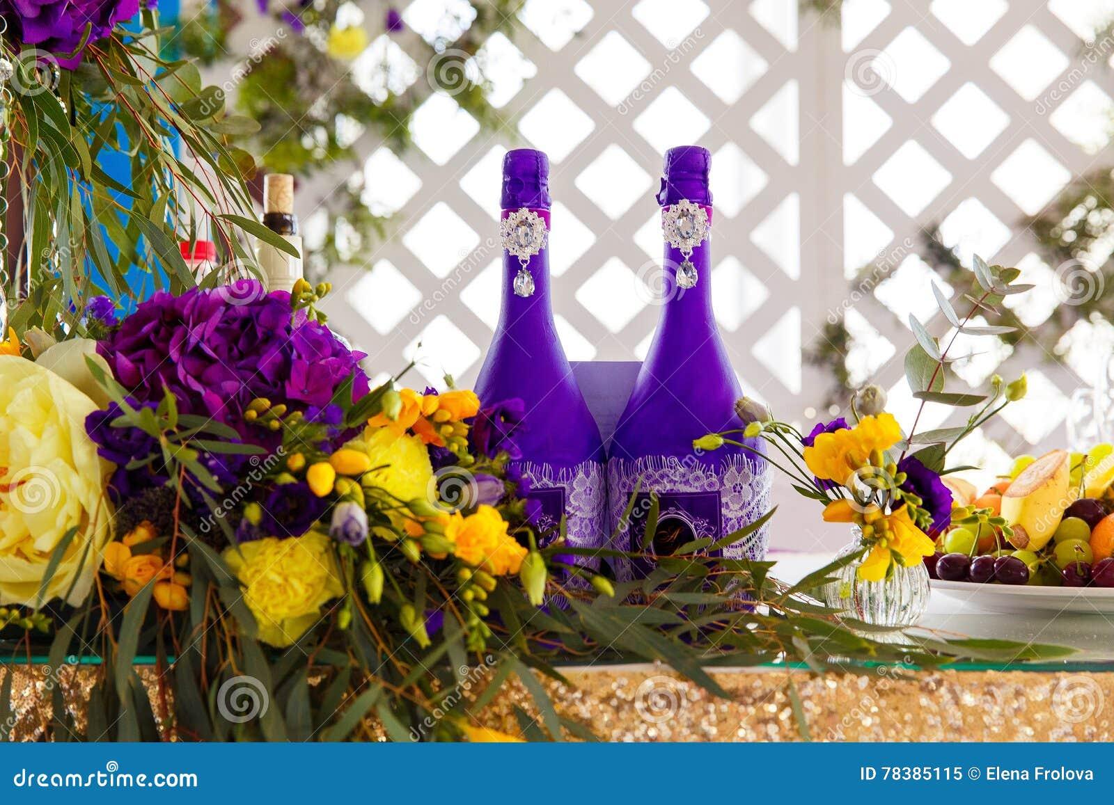Arreglo Floral Para Adornar El Banquete De La Boda A La