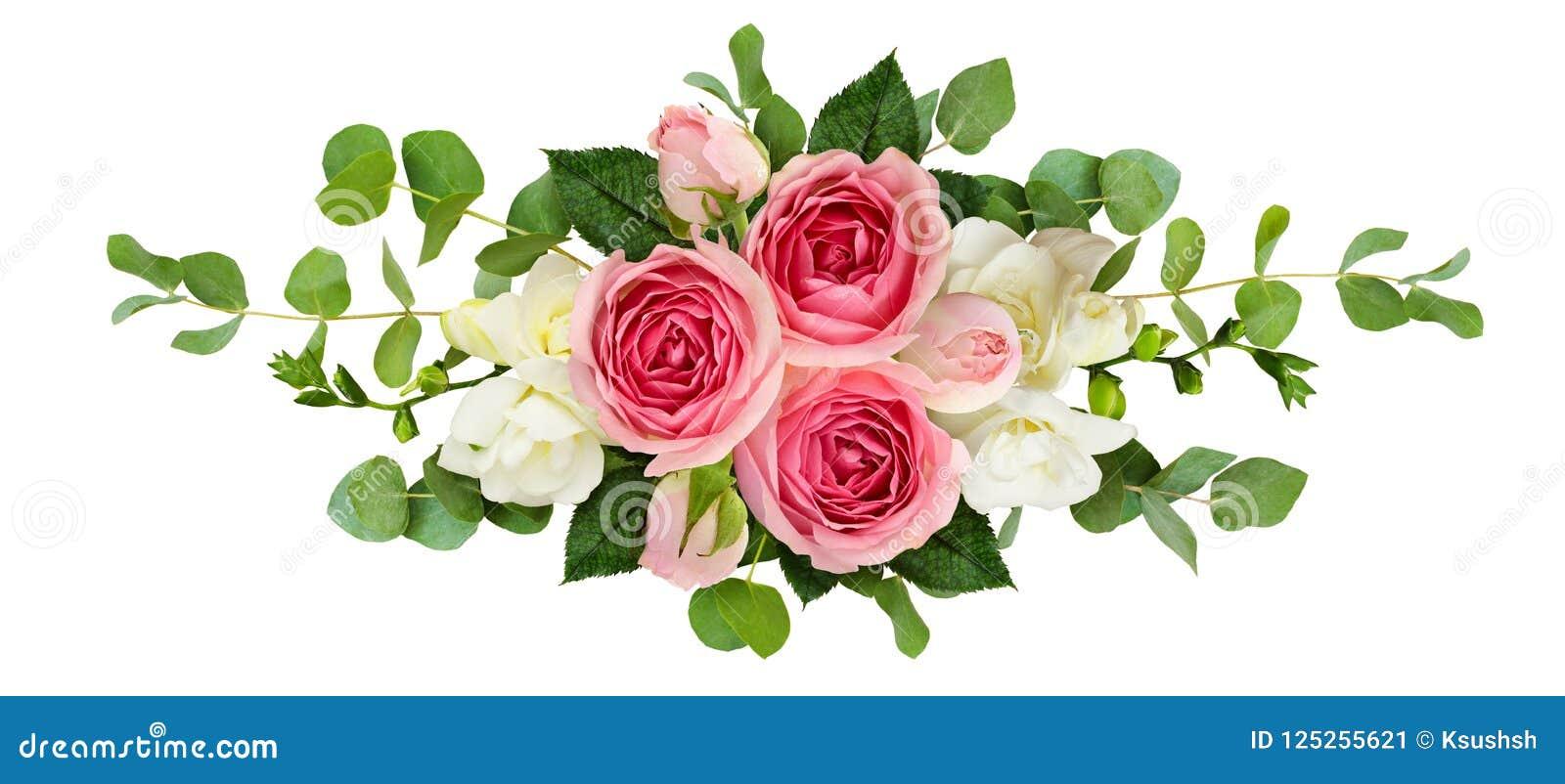 Arreglo horizontal con las rosas, las flores de la fresia y euca rosados