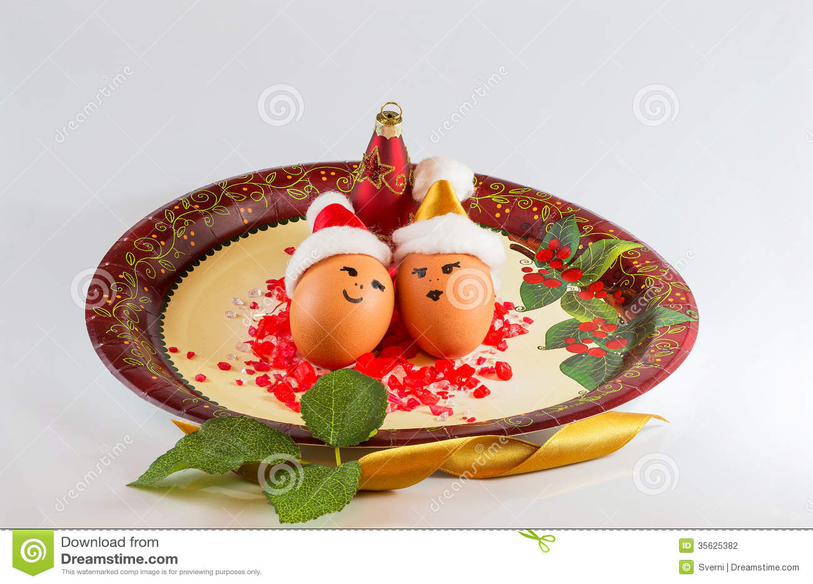 arreglos de la navidad con los huevos fotografa de archivo
