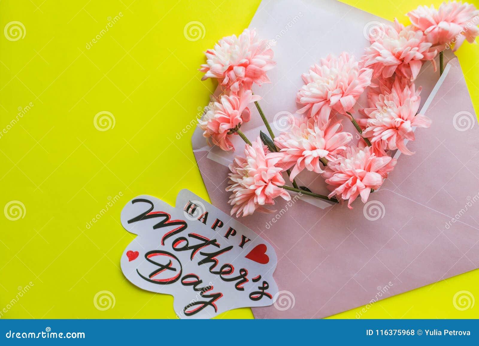 Arreglos Florales Hermosos Crisantemos Rosados Con El Sobre