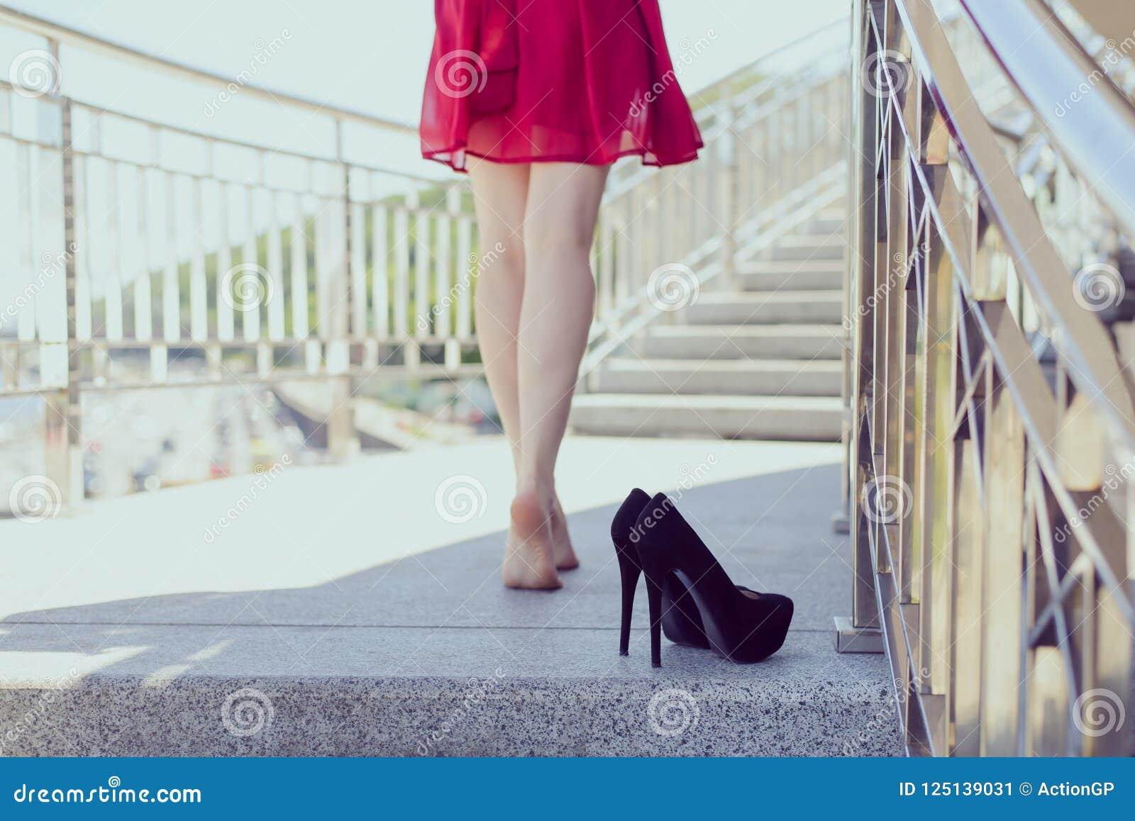 Arrière derrière la fin de dos vers le haut de la photo du concept séduisant de jambes tentation sexuelle mince sexy d ajustement