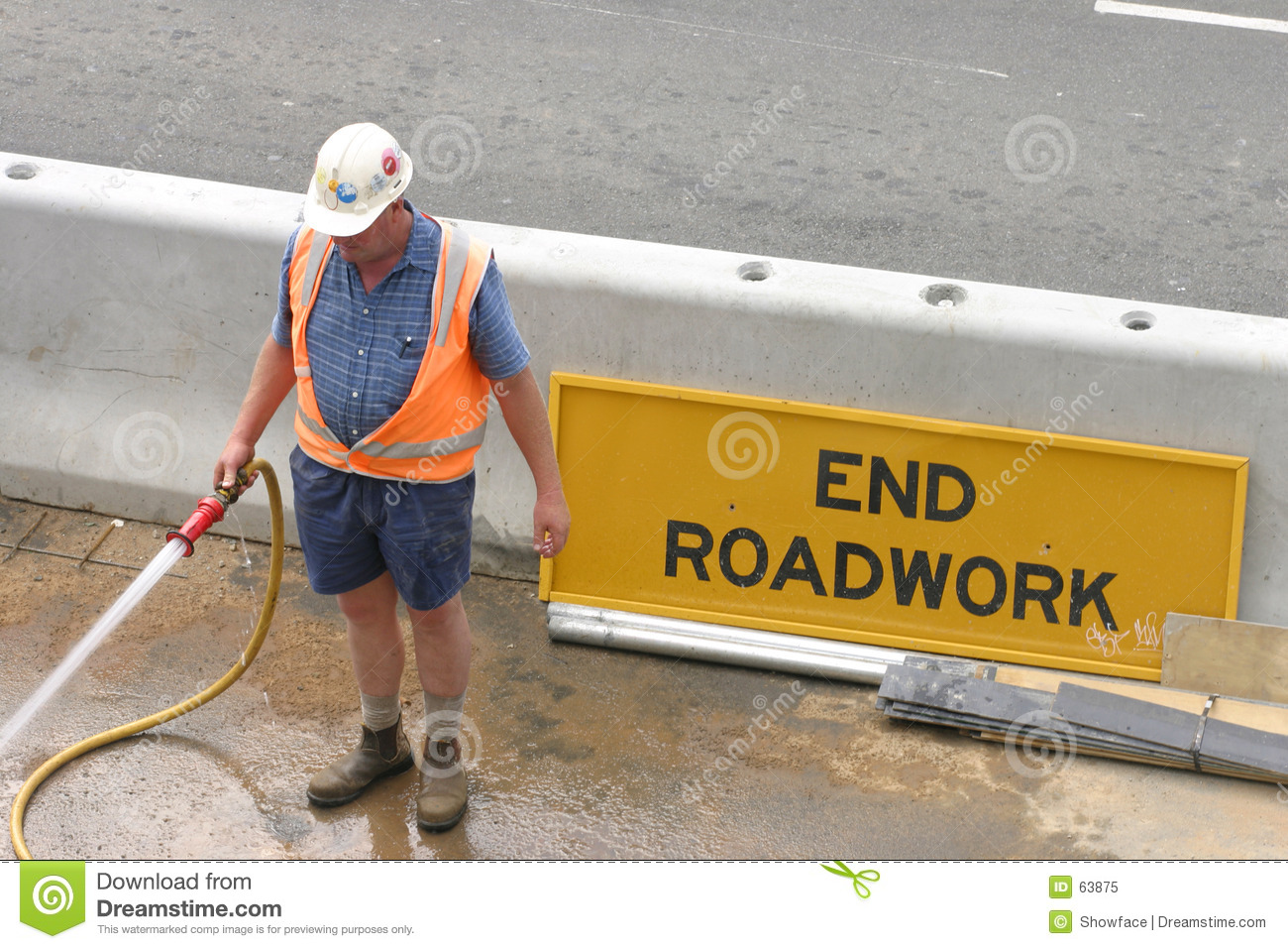 Download Arroser d'ouvrier image stock. Image du roadwork, vêtement - 63875