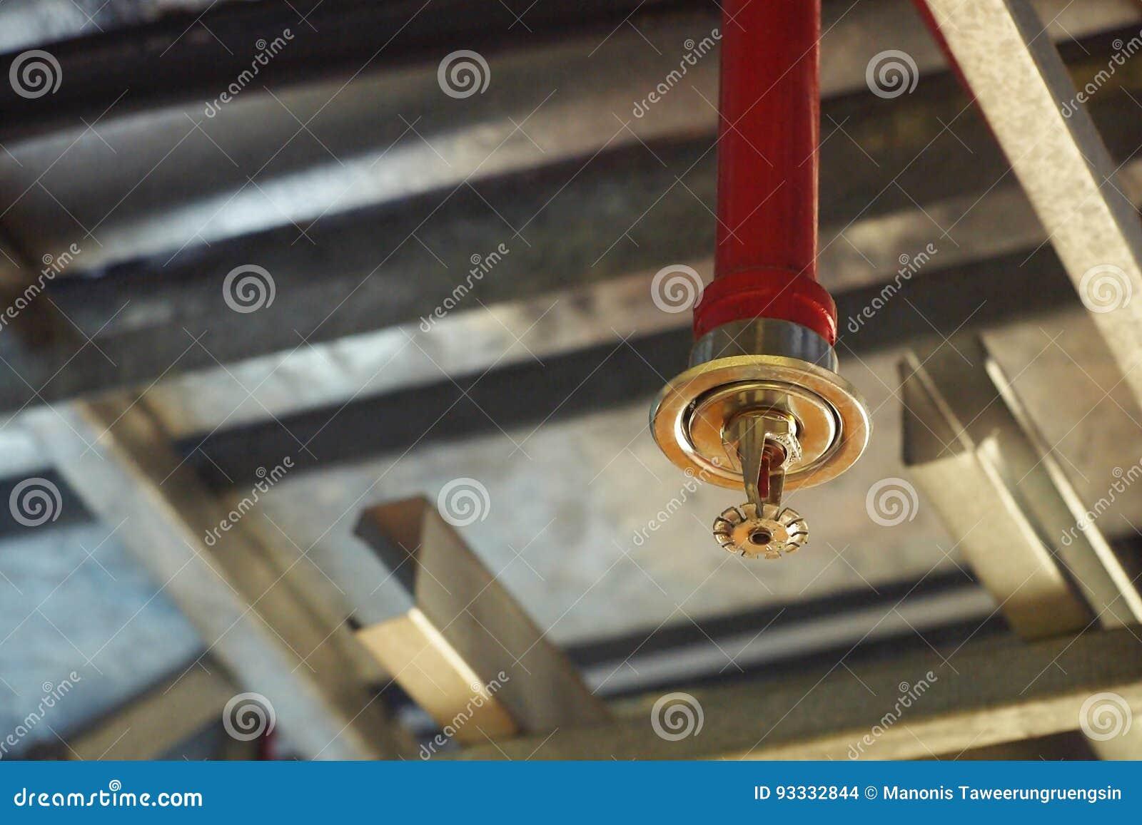 Arroseuse automatique du feu de plafond dans le système rouge de conduite d eau