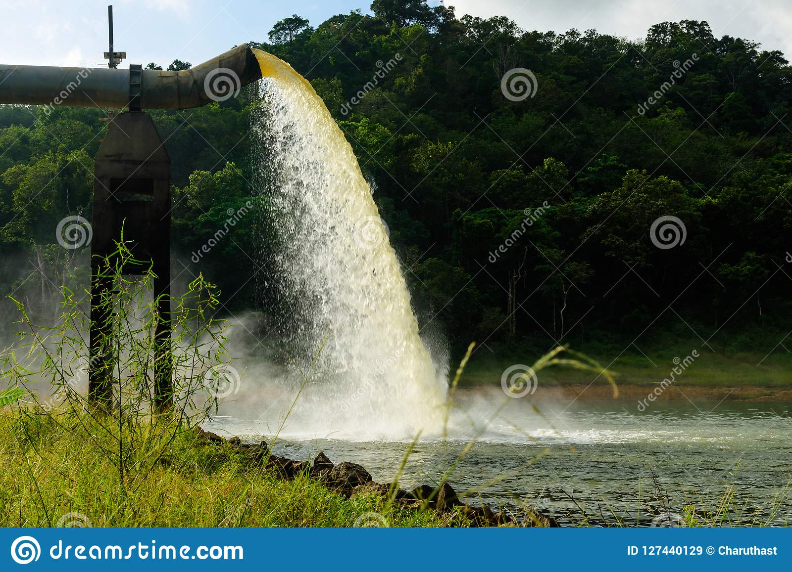 Arrosez du drain dans la production de l eau