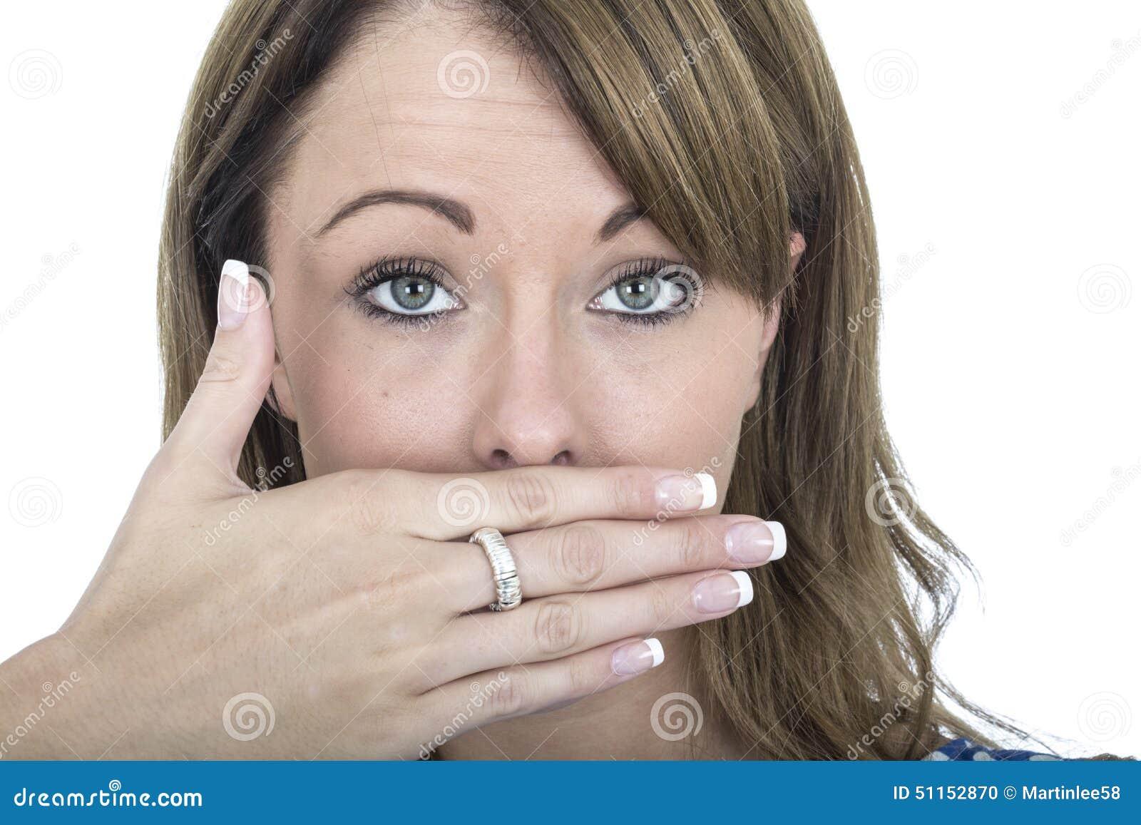 Arrotar chocado da jovem mulher