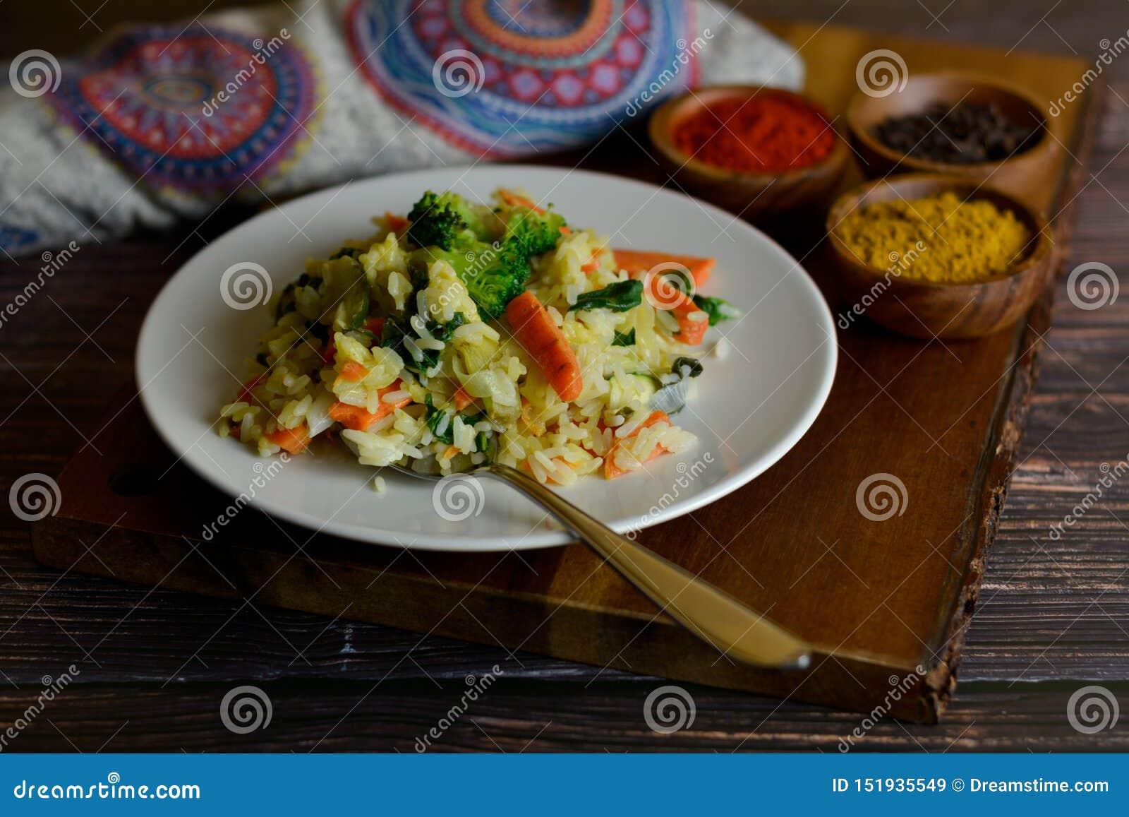 Arroz Basmati con curry y verduras