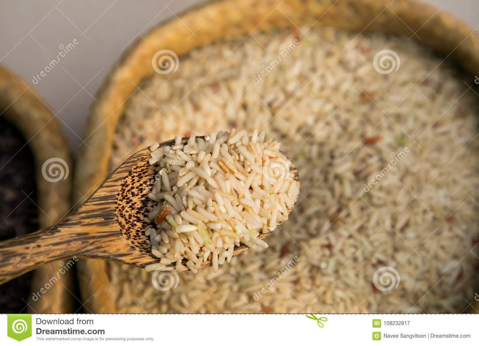 Arroz del jazmín de la frente y cuchara orgánicos de madera