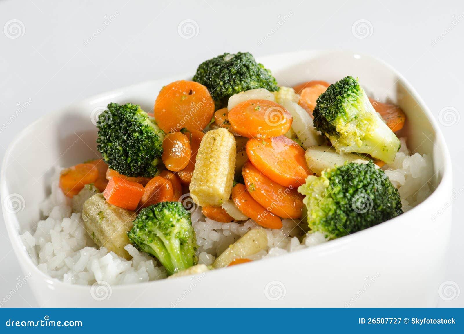 Arroz e vegetais sautéed