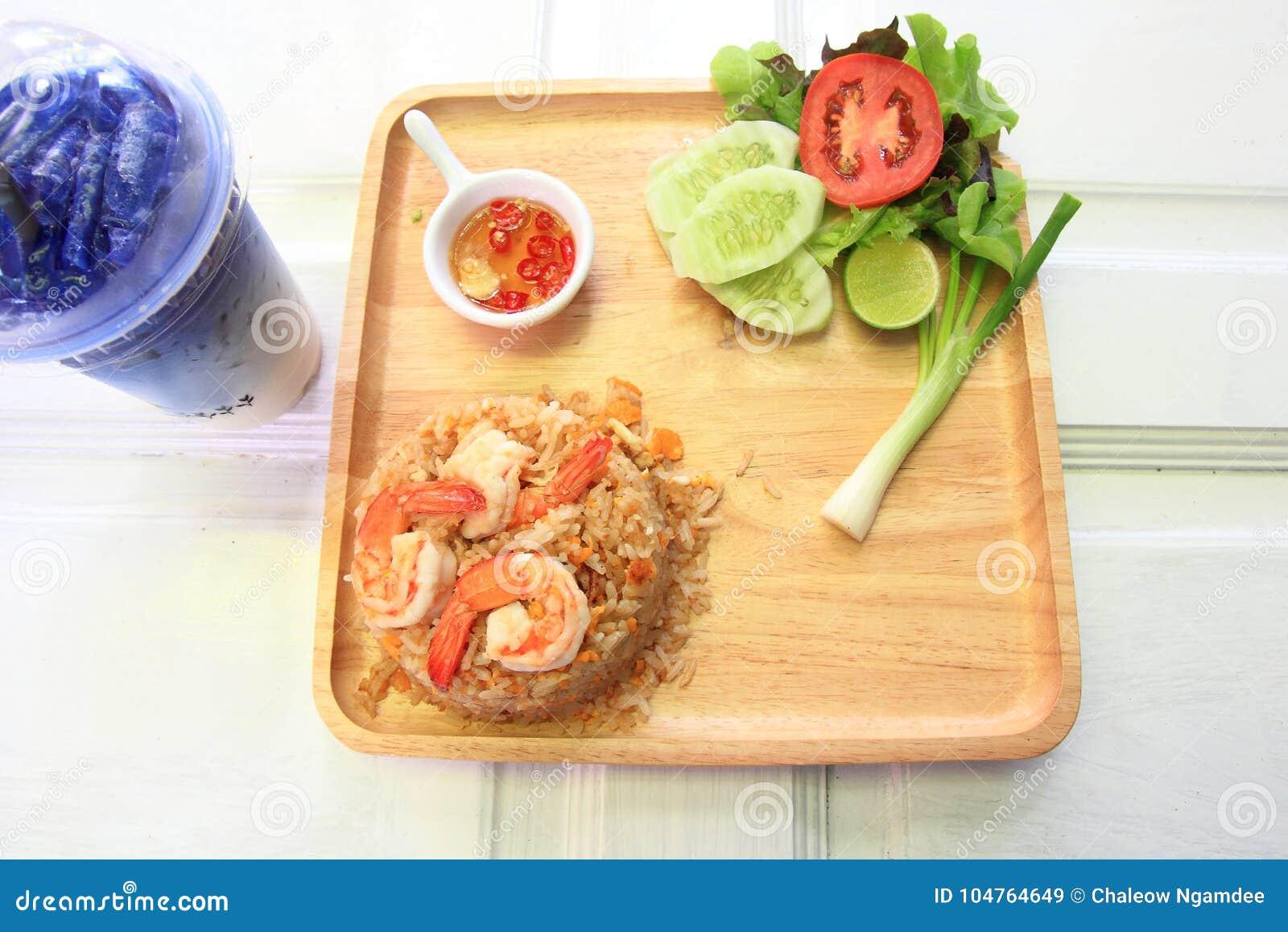 Arroz fritado do camarão