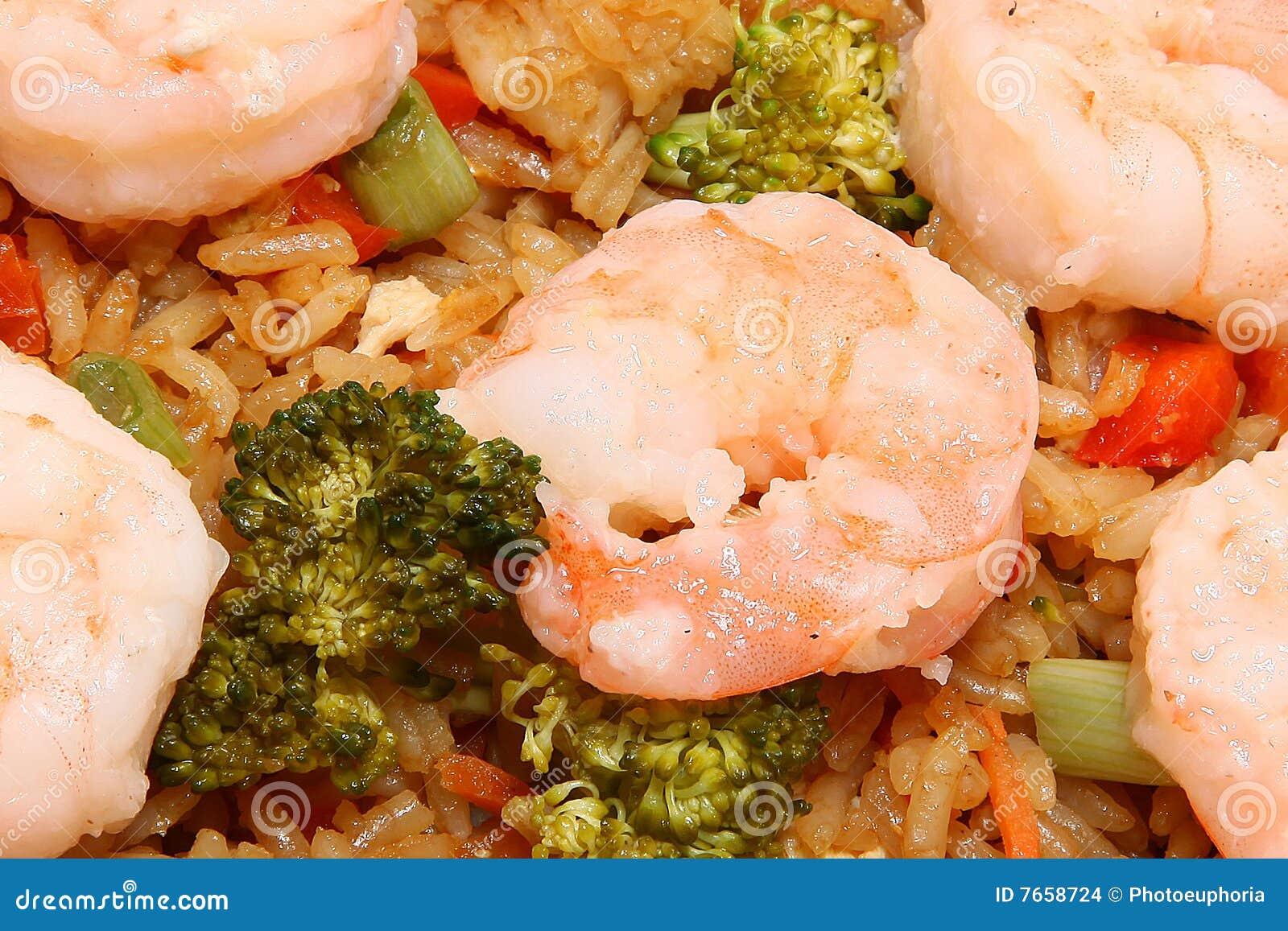 Arroz fritado do camarão asiático