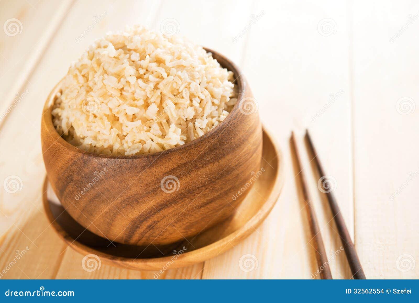 Arroz integral basmati orgânico cozinhado com hashis