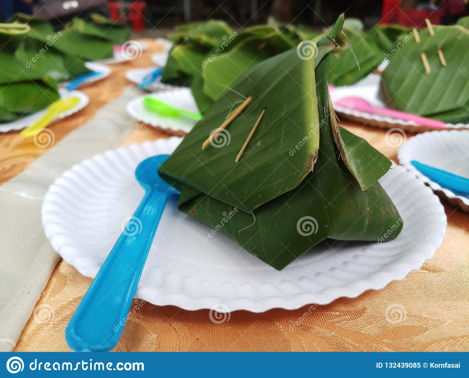 Arroz pegajoso doce com creme tailandês