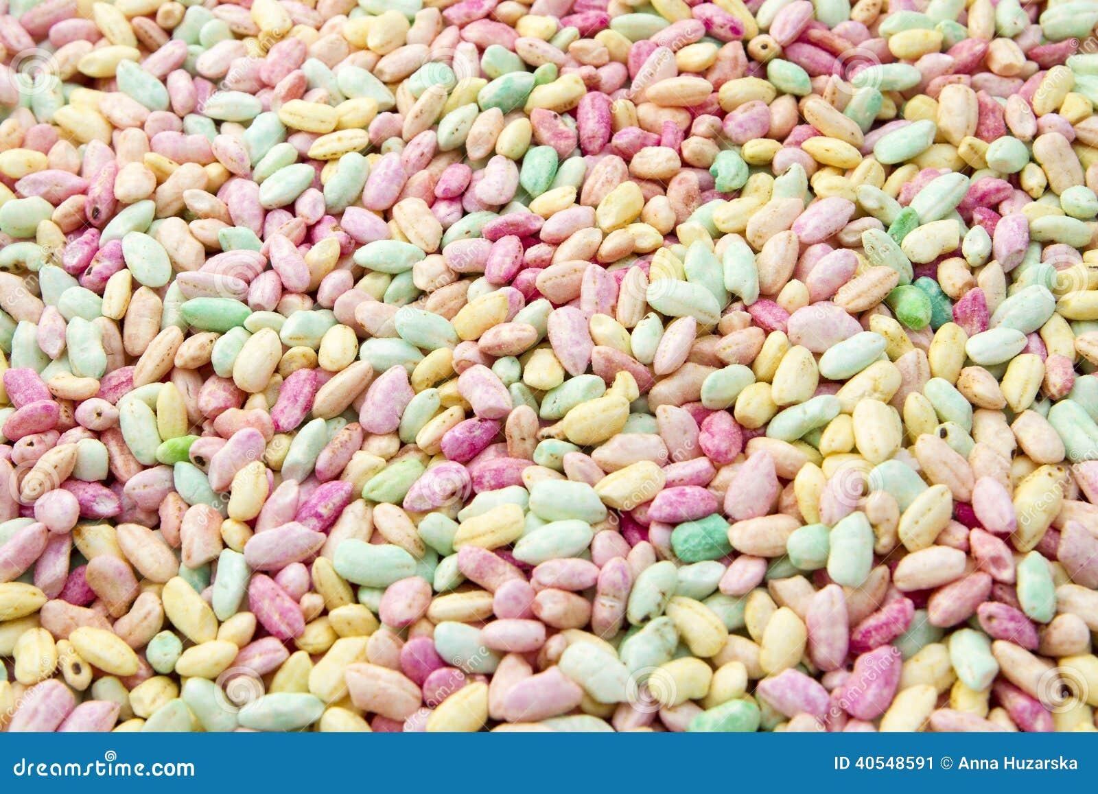 Arrozes tufados coloridos e doces