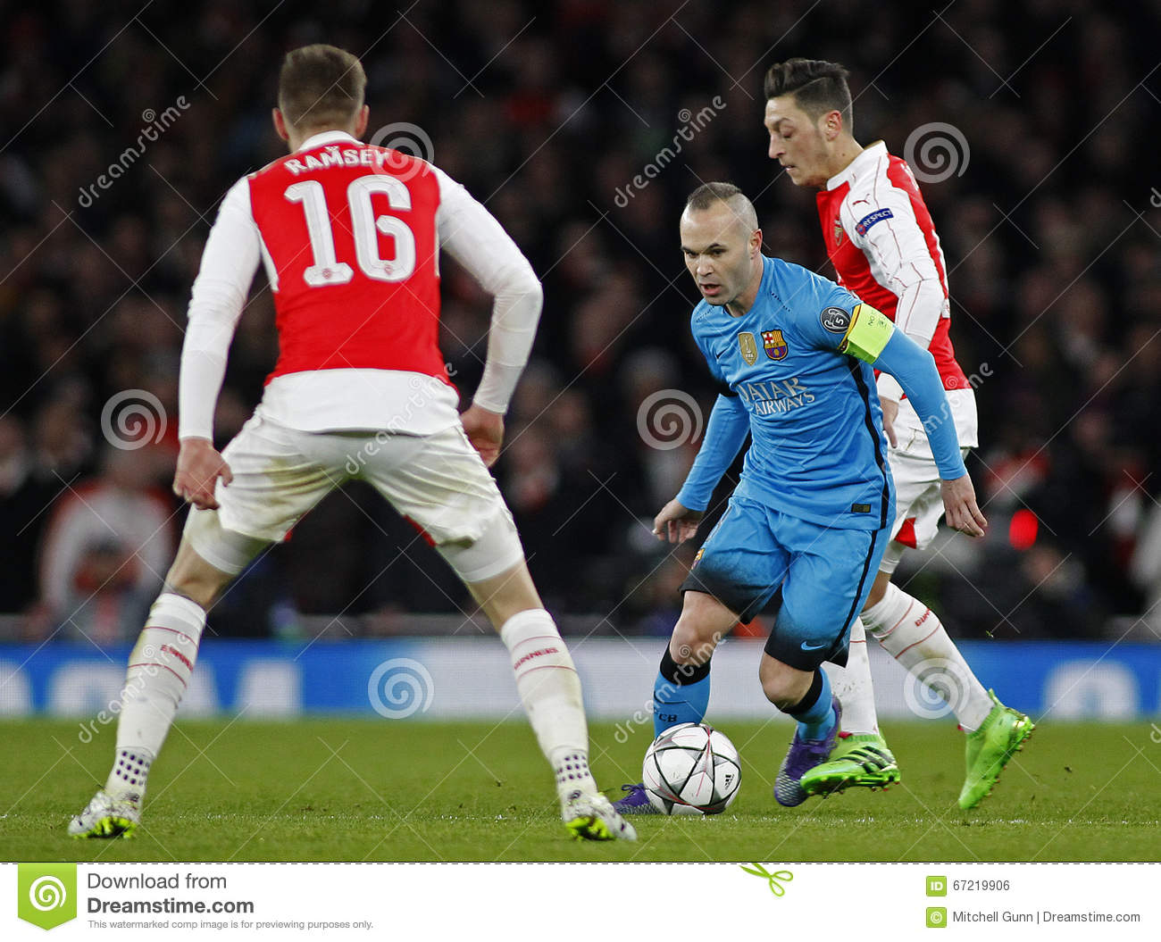 513845cc482 Arsenal FC V FC Barcelona - UEFA Champions League Round Of 16  First ...
