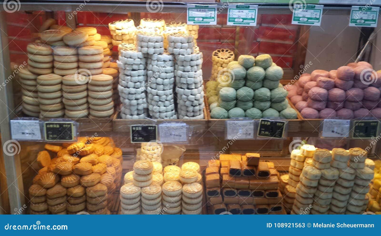 Artículos de panadería en la alameda de Wangfujing en Pekín, China