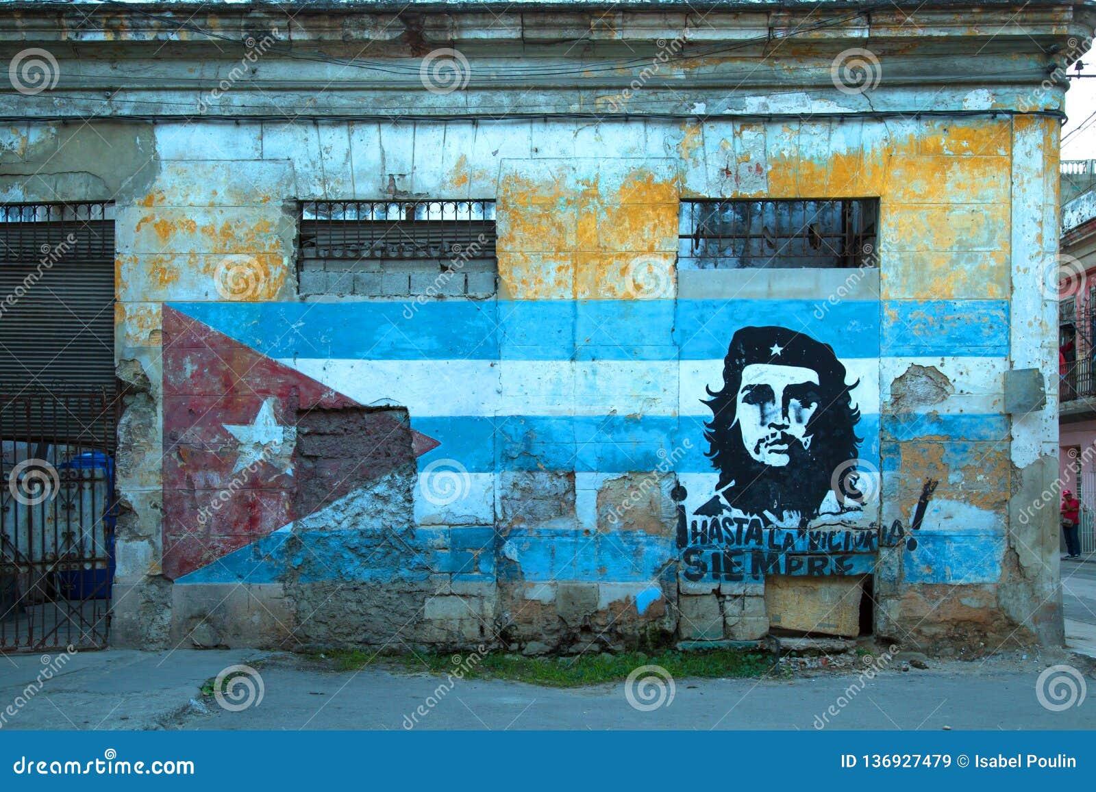 Art de rue avec Che Guevara et le drapeau cubain