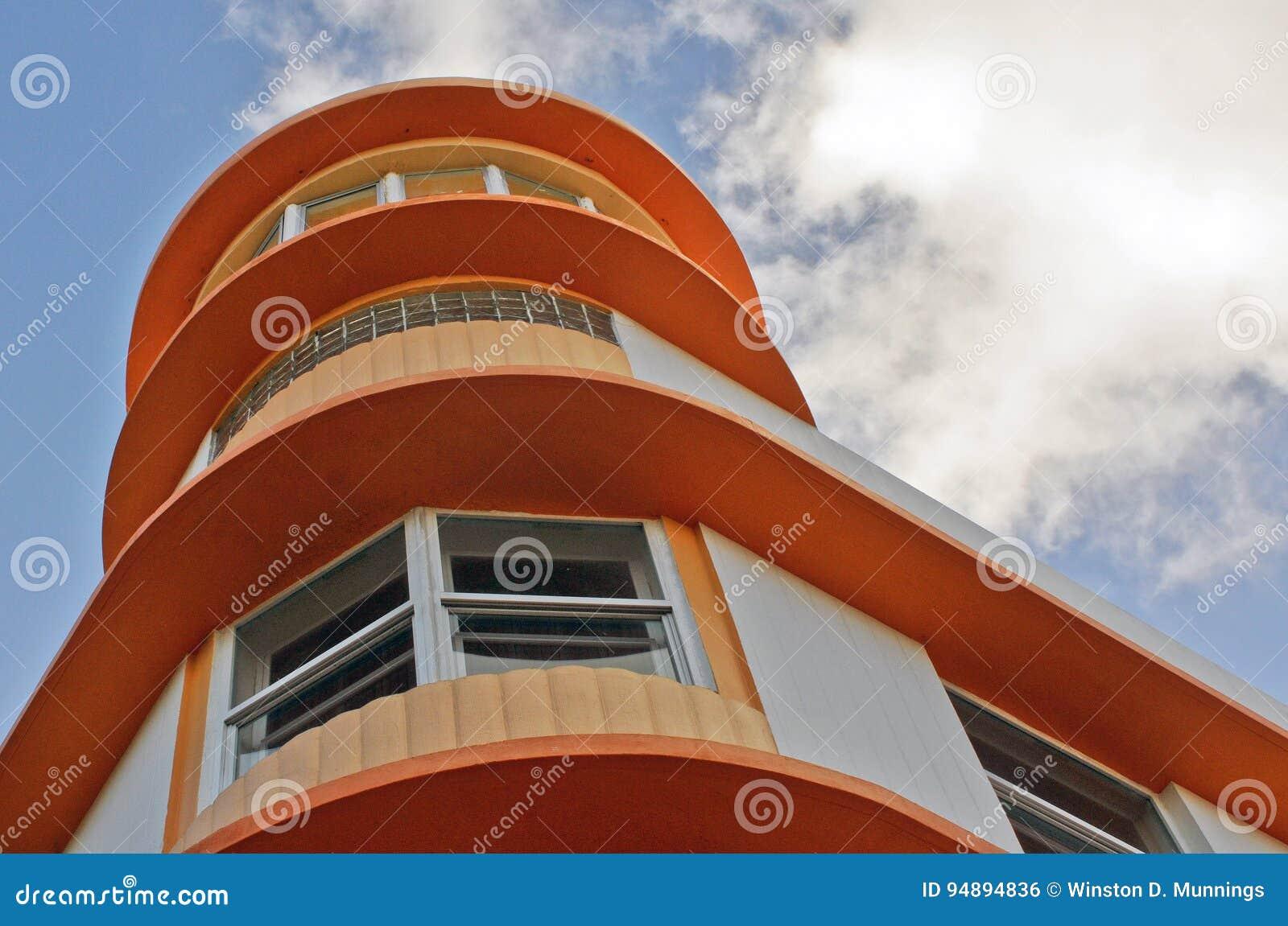 Art Deco architektury oceanu przejażdżka w południe plaży, Miami