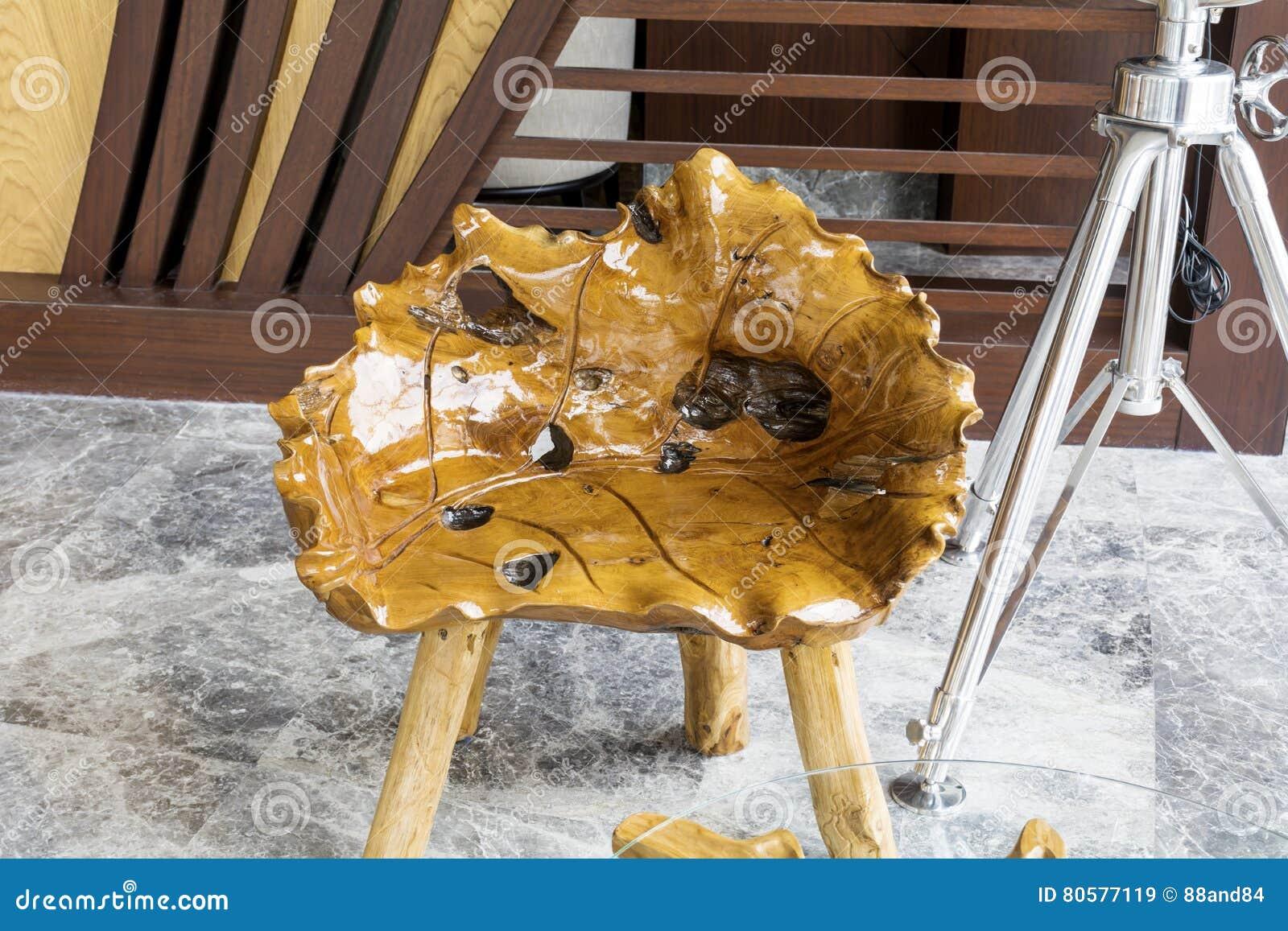 Art deco houten lijst en stoelen stock afbeelding afbeelding