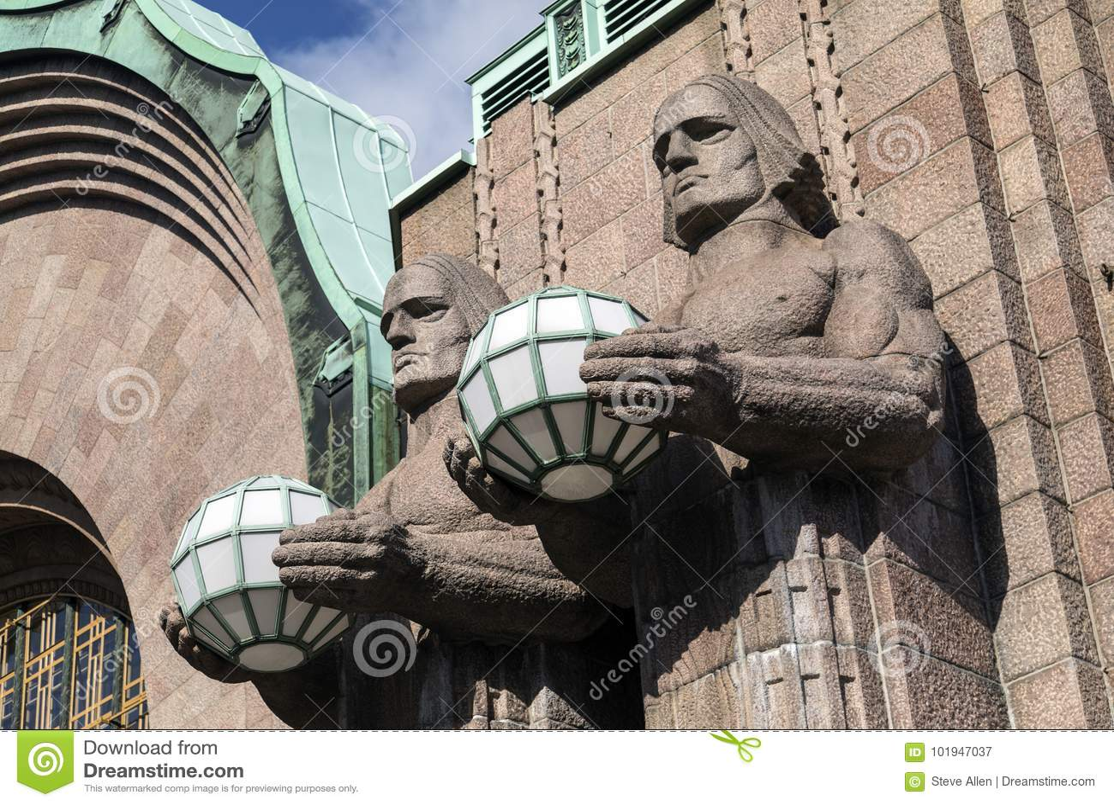 Art Deco Statues - Helsinki - Finnland