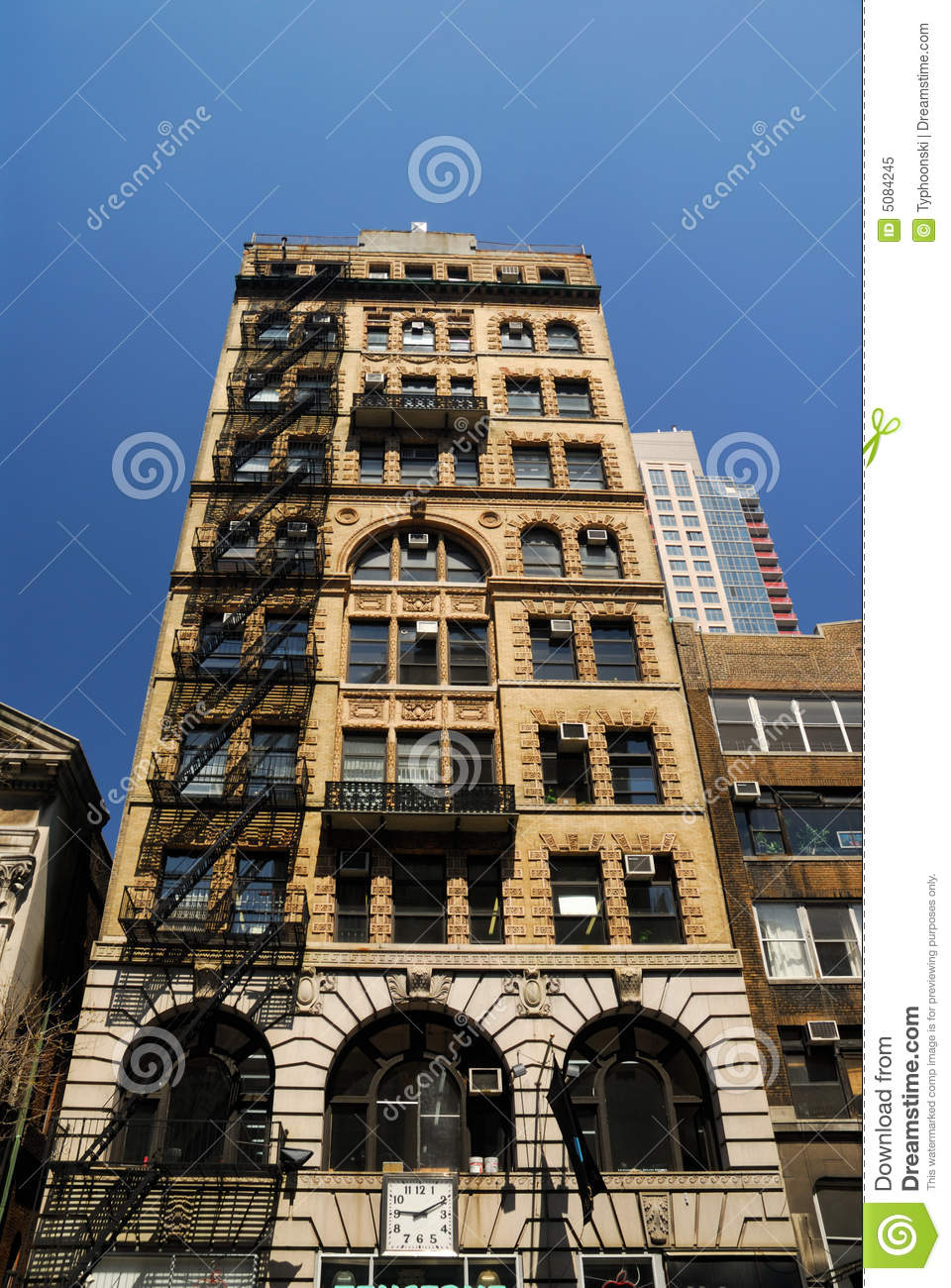 Art deco style building in new york royalty free stock for Deco new york