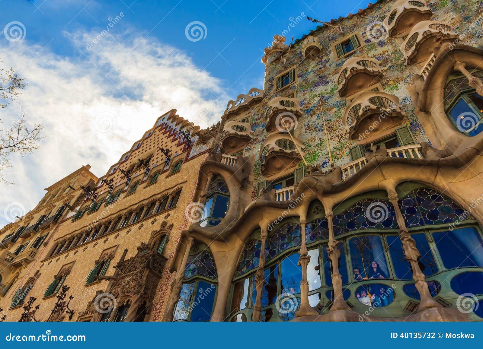 Art nouveau del arquitecto gaudi en barcelona espa a - Arquitectos en espana ...