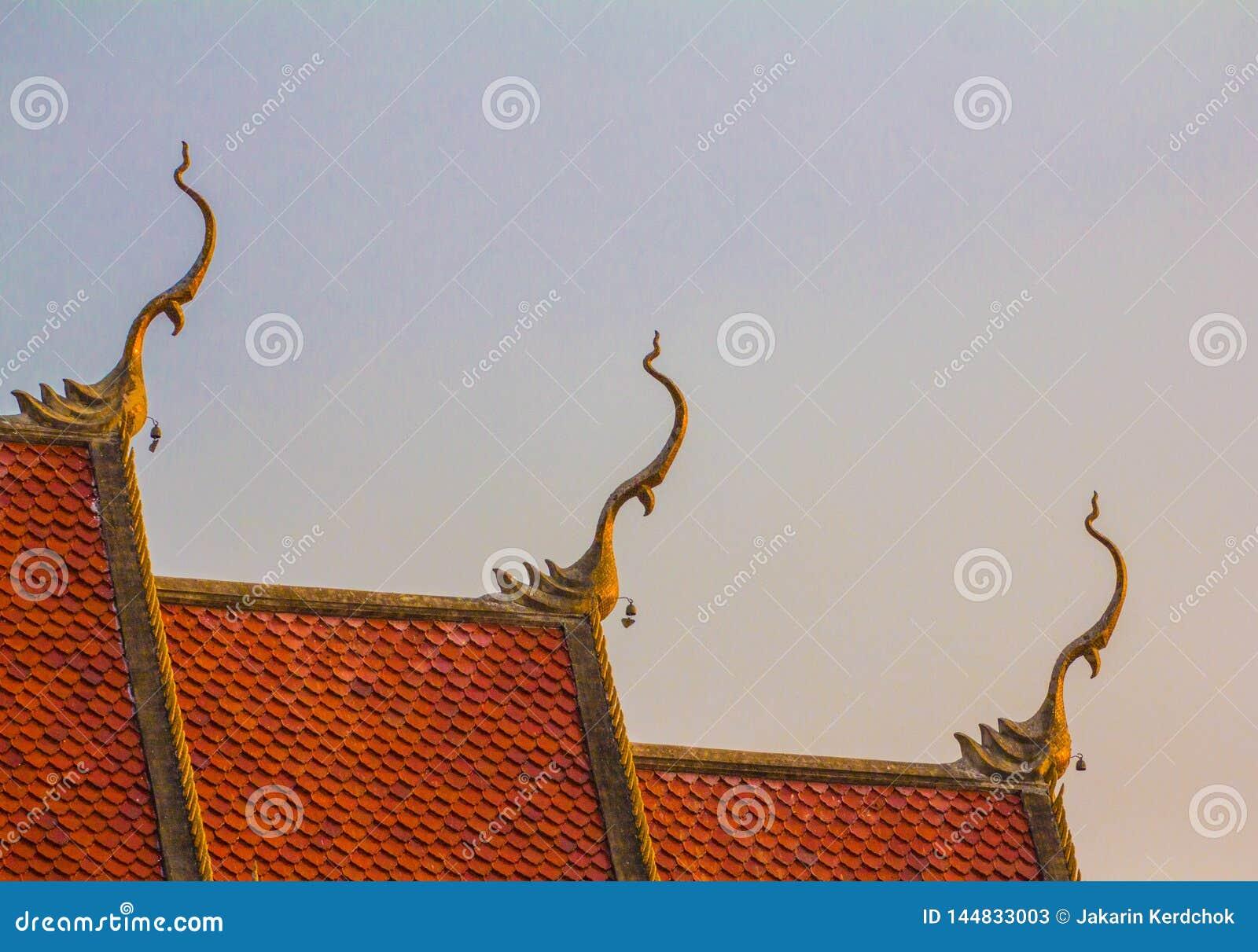 Art tha?landais sur l ?glise de toit au temple tha?landais