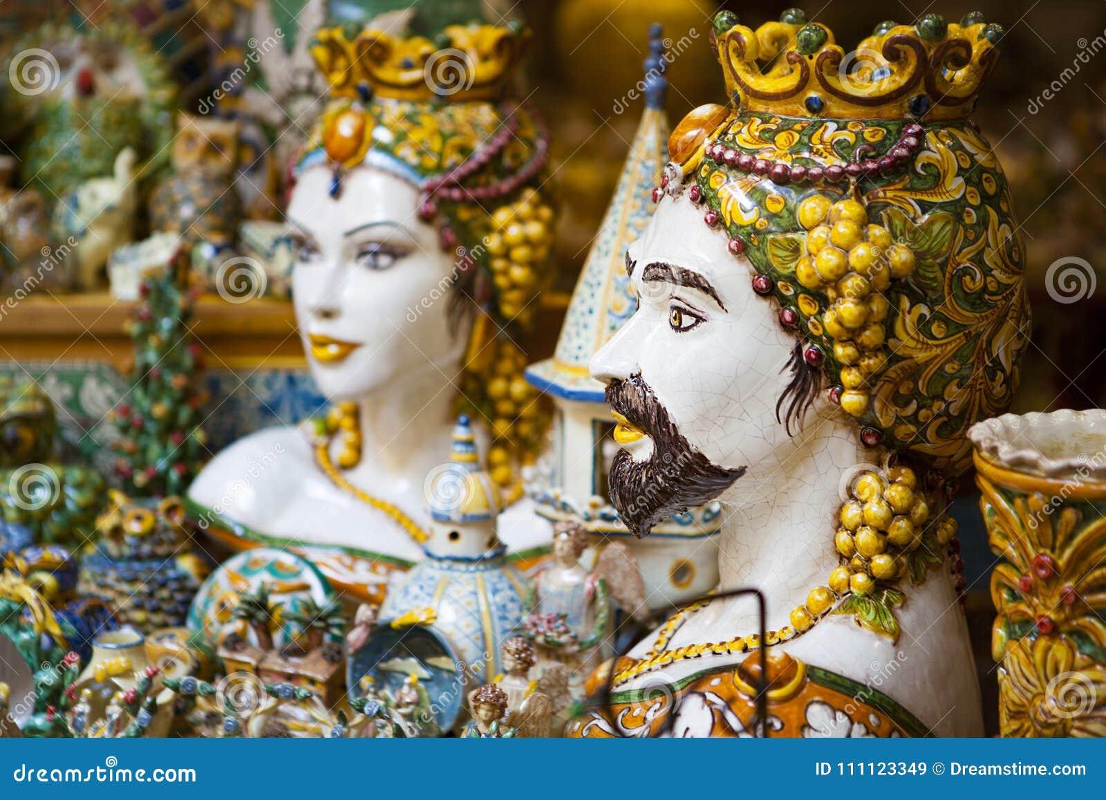 Arte ceramica siciliana le teste di moresco immagine stock