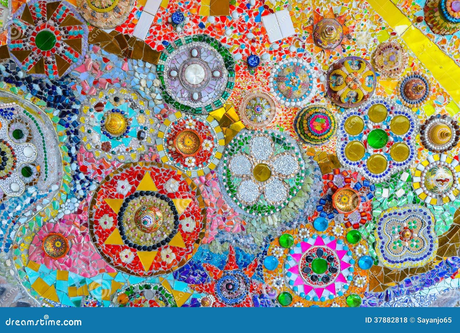 Arte colorido del mosaico y fondo abstracto de la pared.