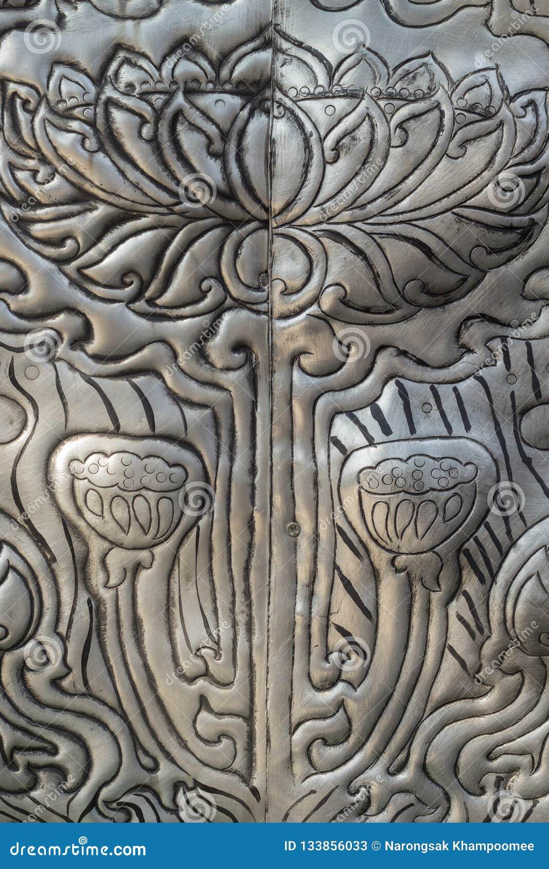 Arte de talla de plata del estilo tailandés en la pared del templo, Wat Srisuphan, Ch