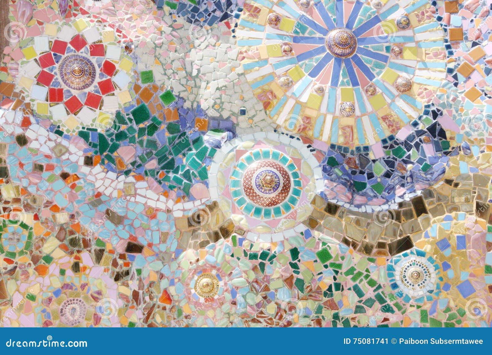 Arte del mosaico della Tailandia sulle pareti del tempio