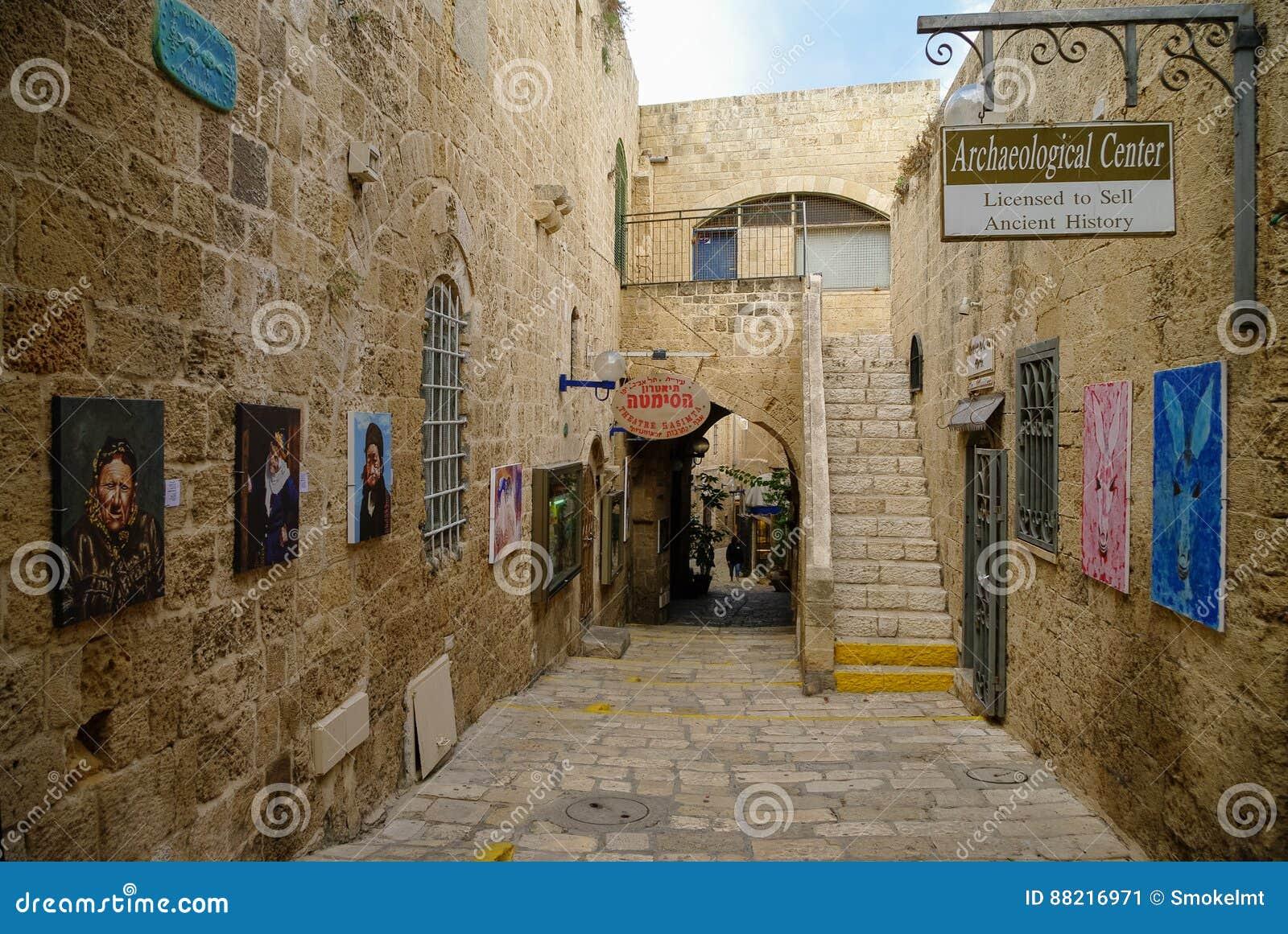 Arte original e galerias antigas em ruas estreitas Jaffa velho