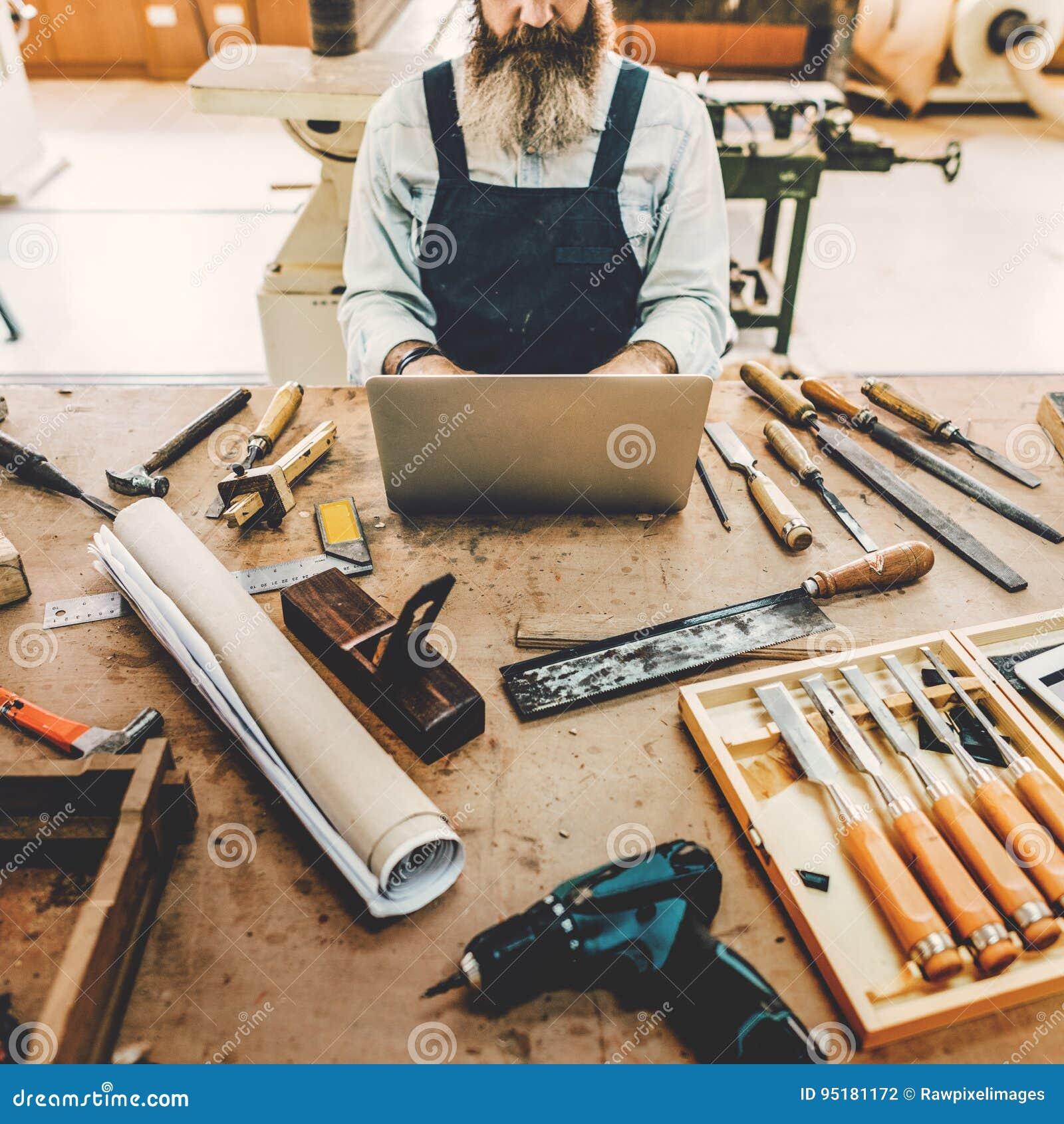 Artesão Handicraft Wooden do carpinteiro na oficina