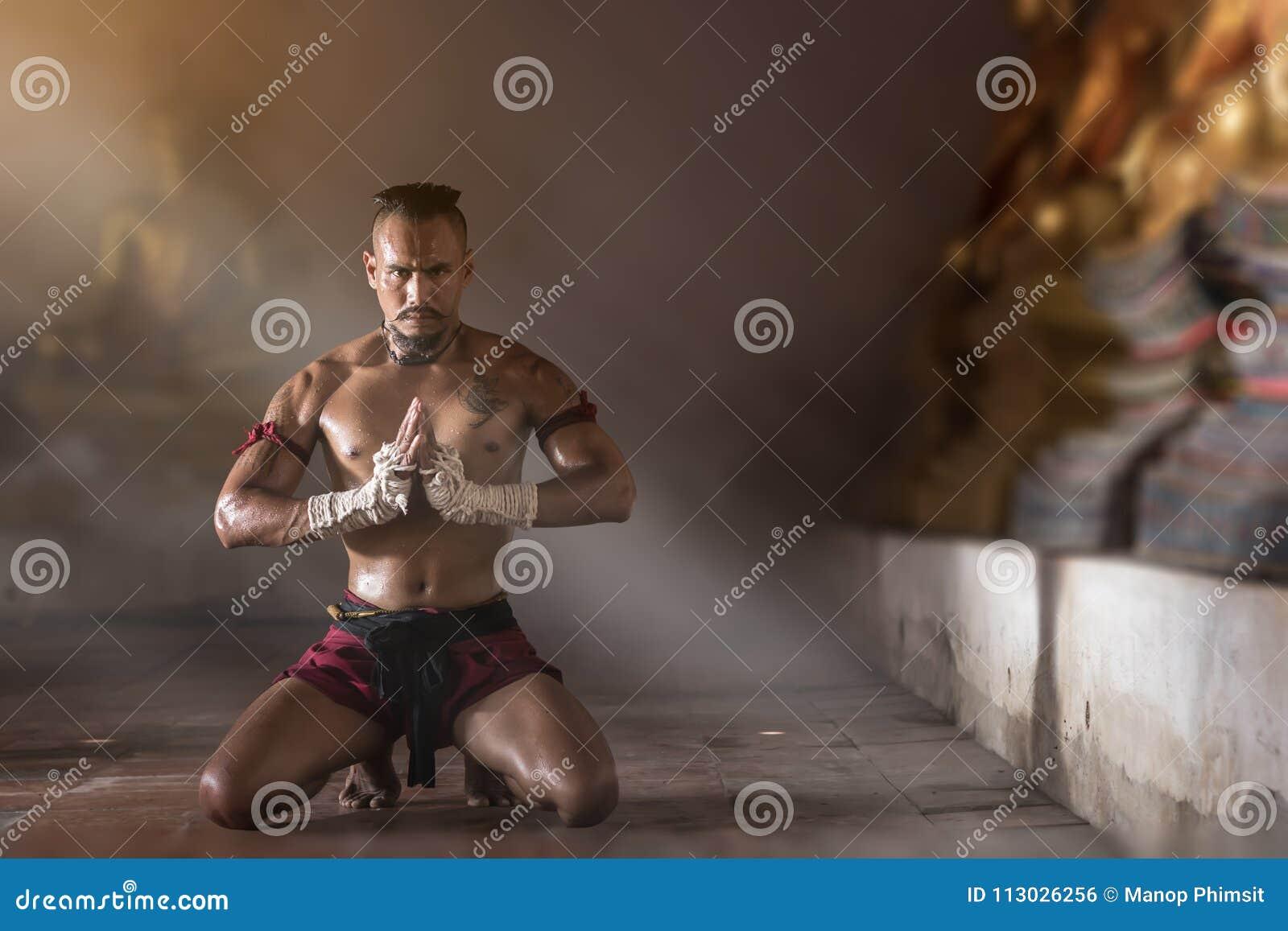 Artes marciales tailandeses antiguos de Muay a pulso peligrosos