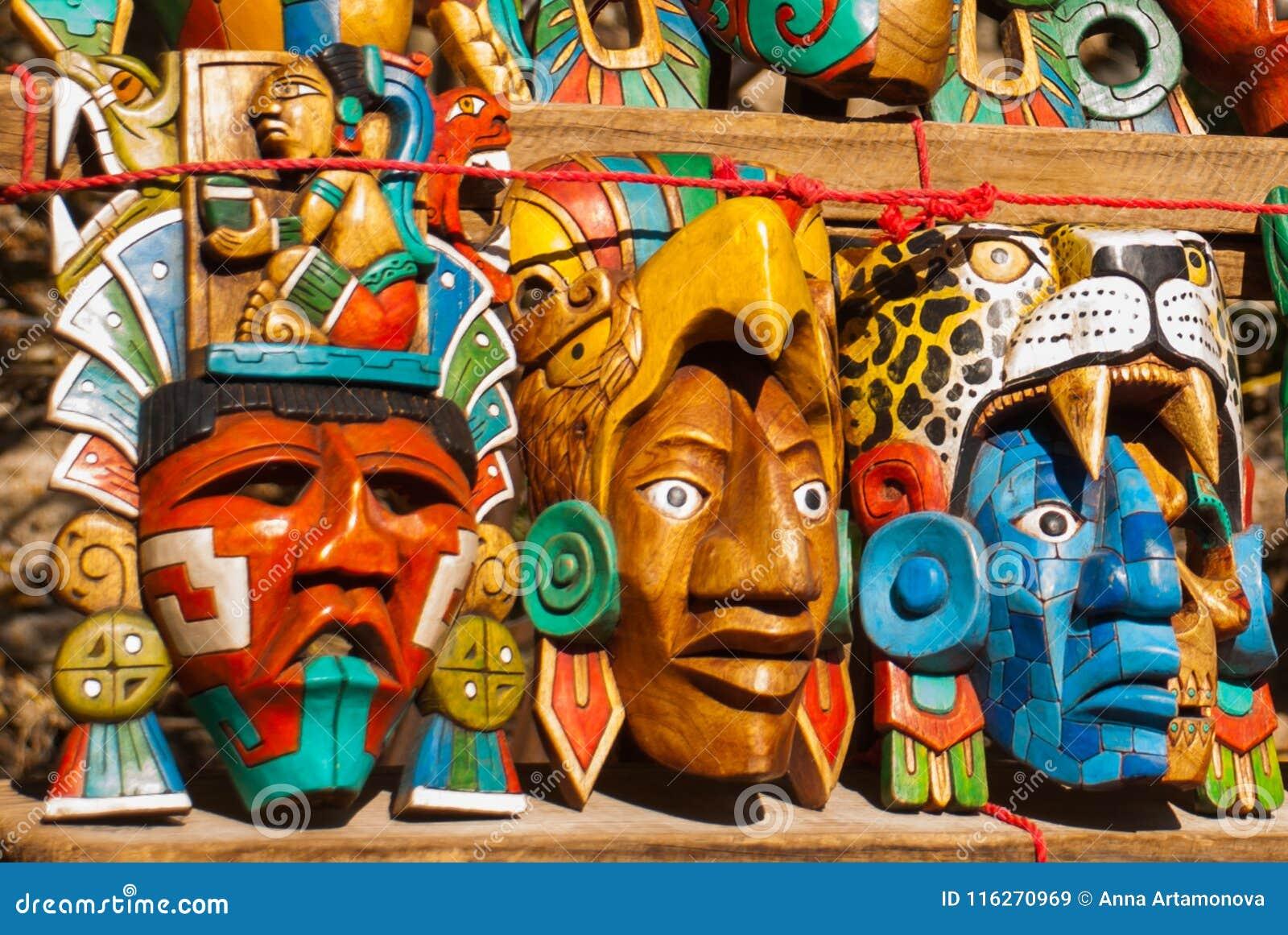 Artes Mexicanos Para Los Turistas En El Mercado Recuerdos Coloridos
