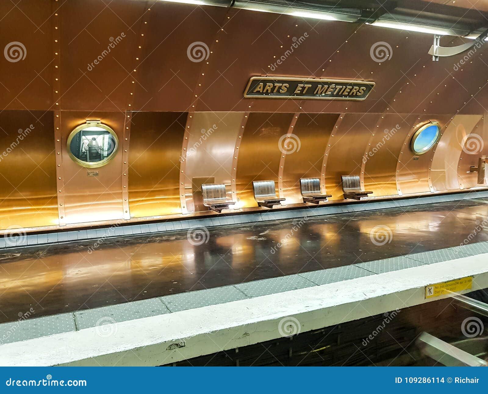 Artes y estación de metro de los Metiers