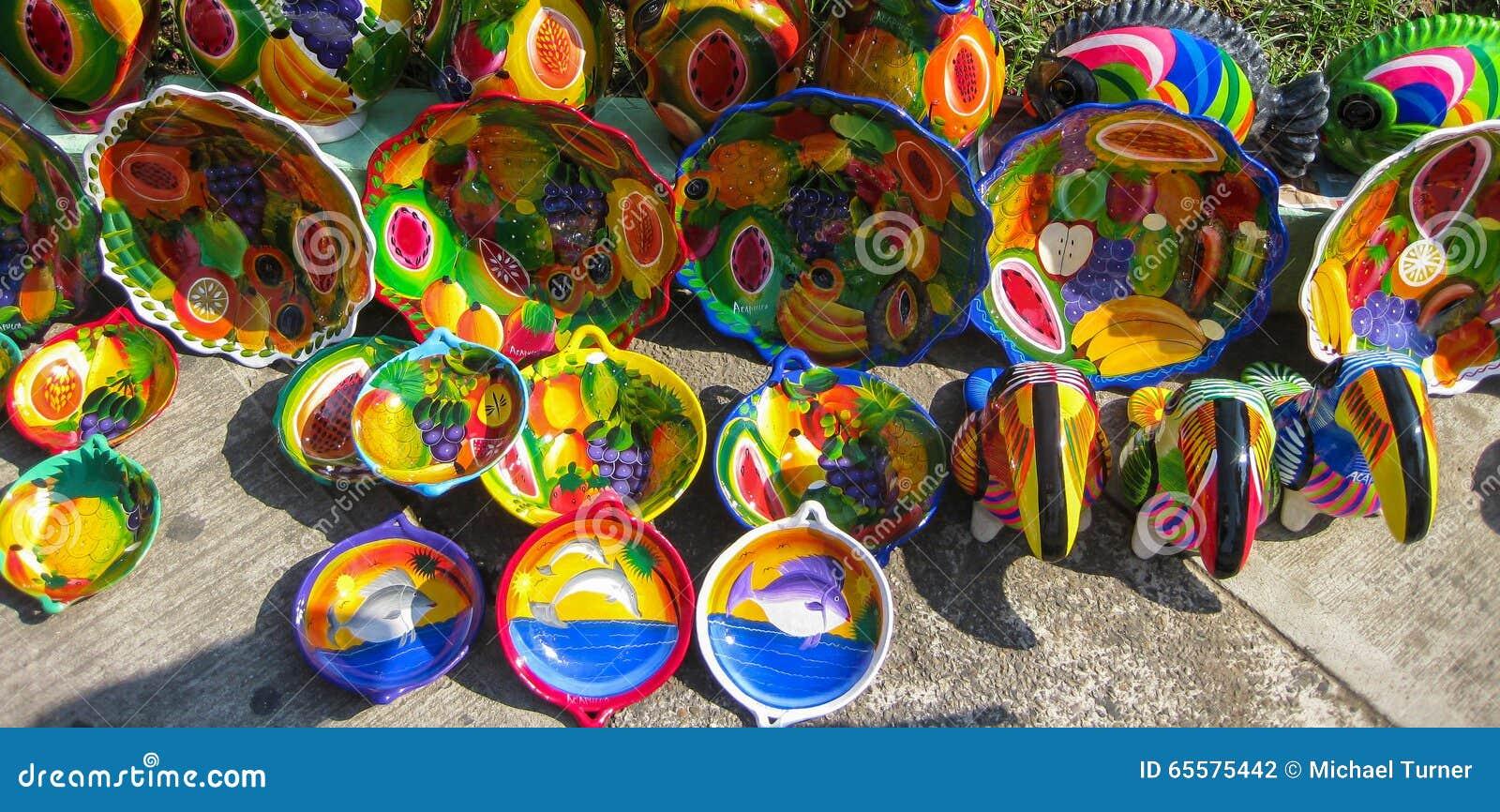 Artesanatos mexicanos coloridos