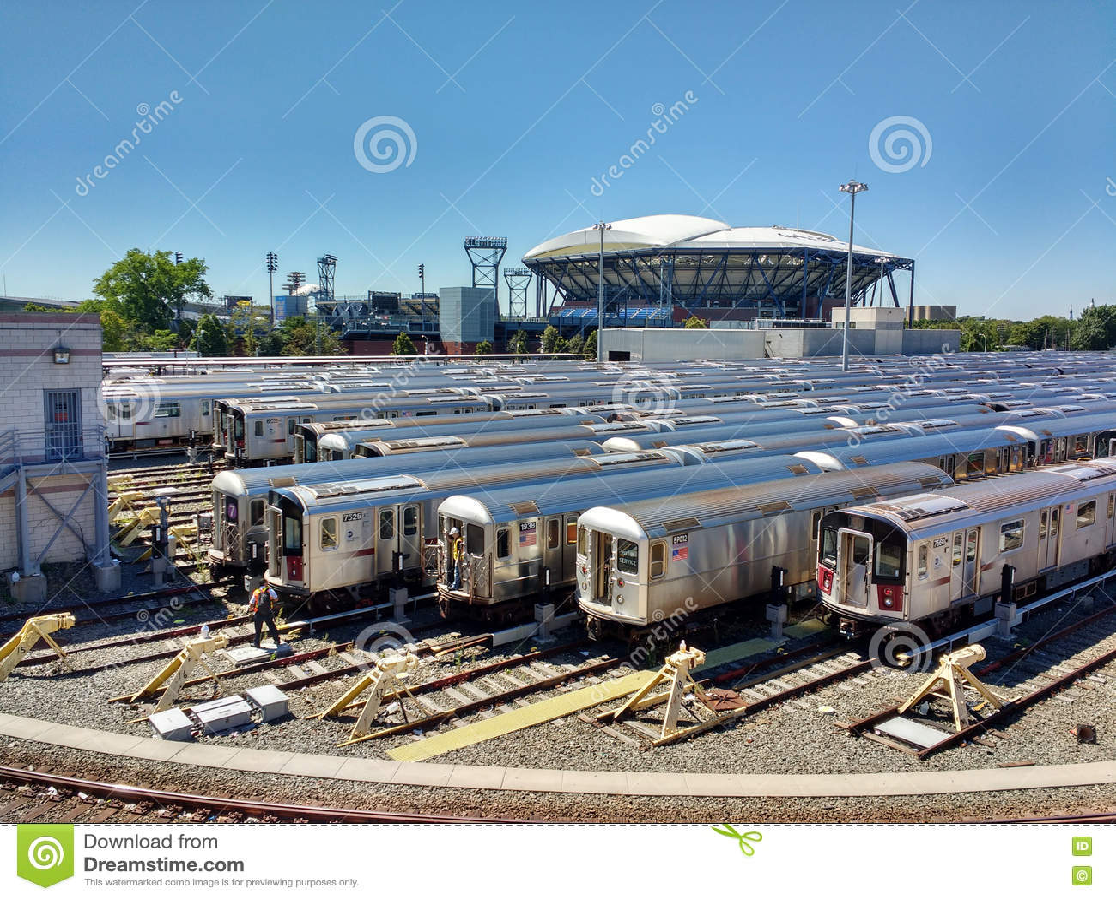 Arthur Ashe Tennis Stadium från Corona Rail Yard, New York, USA