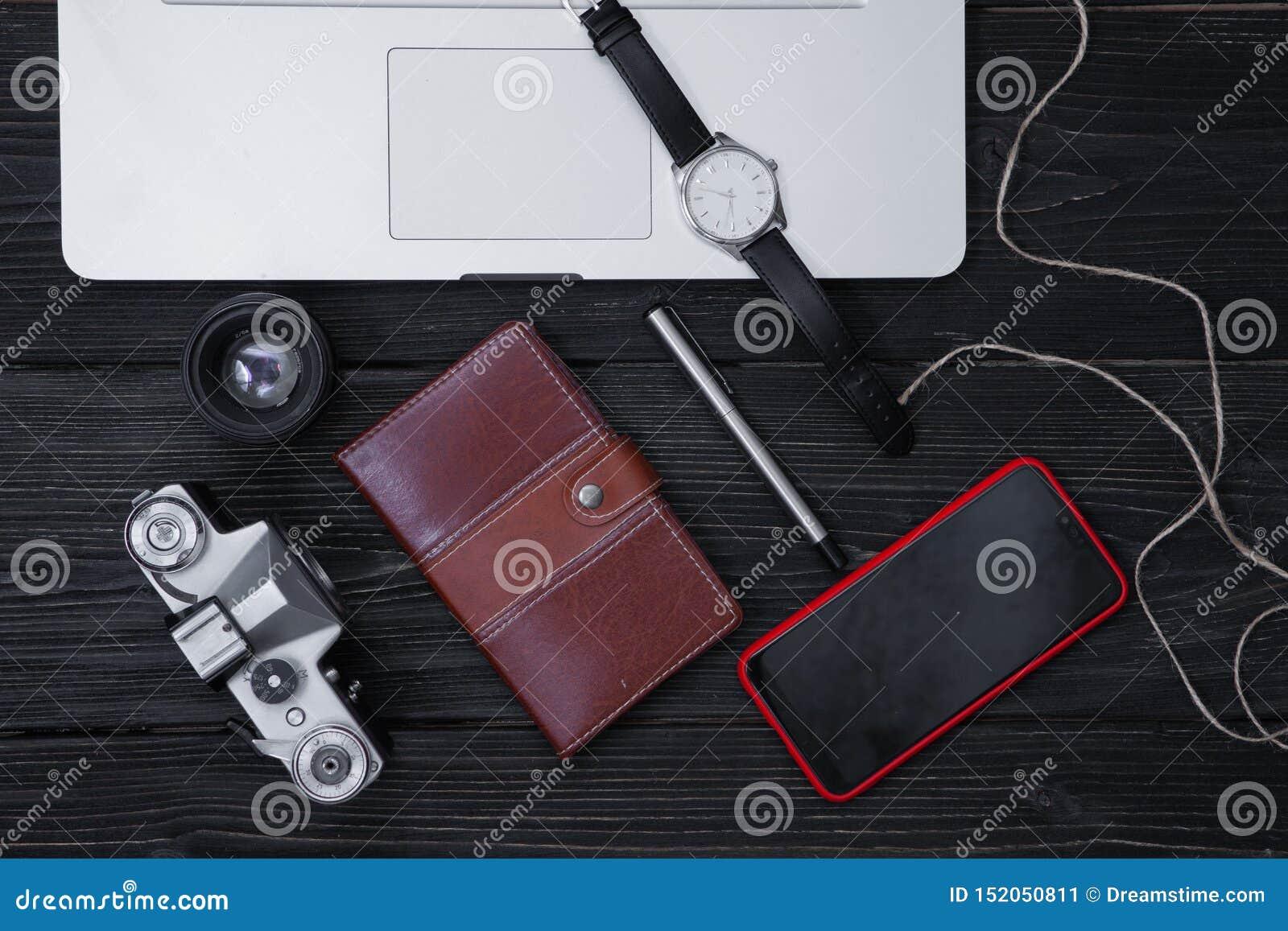 Articles de disposition pour le travail, voyage, planification de vacances